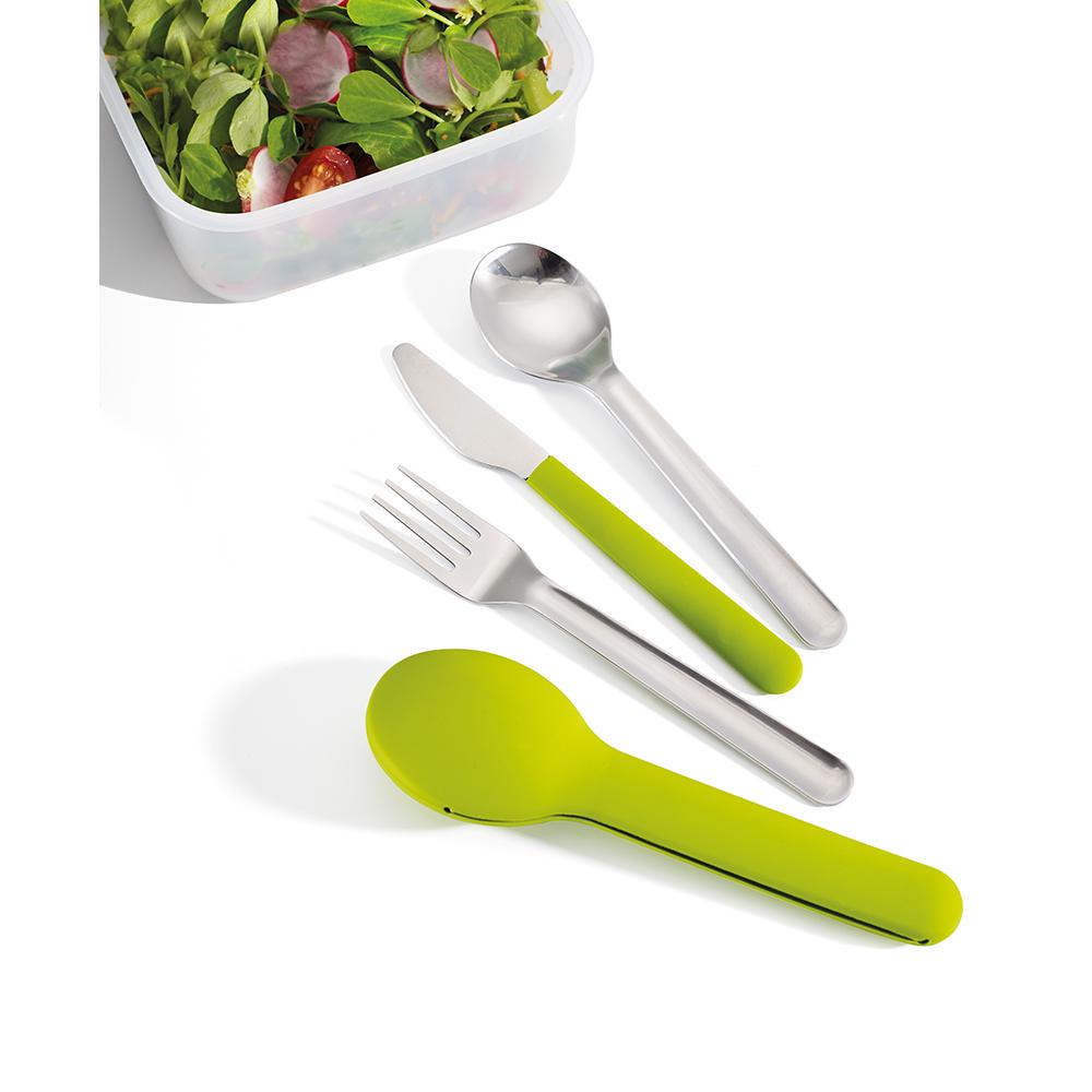 Набор столовых приборов GoEat Cutlery Set зелёный. 8103381033Обычно, чтобы съесть обед из контейнера где-то вне дома, мы используем одноразовые пластиковые приборы, которые не всегда хорошо справляются с задачей, к тому же это зачастую неудобно и даже вредно. Не нужно выбирать между удобством и качеством - и то, и другое сочетается в наборе GoEat™ Cutlery Set из нержавеющей стали. Он включает в себя нож с магнитной рукояткой, вилку и ложку, выглядит стильно, достаточно компактен. Также к набору прилагается специальный силиконовый чехол для удобной переноски и содержания приборов в чистоте до и после использования. Можно мыть в посудомоечной машине.