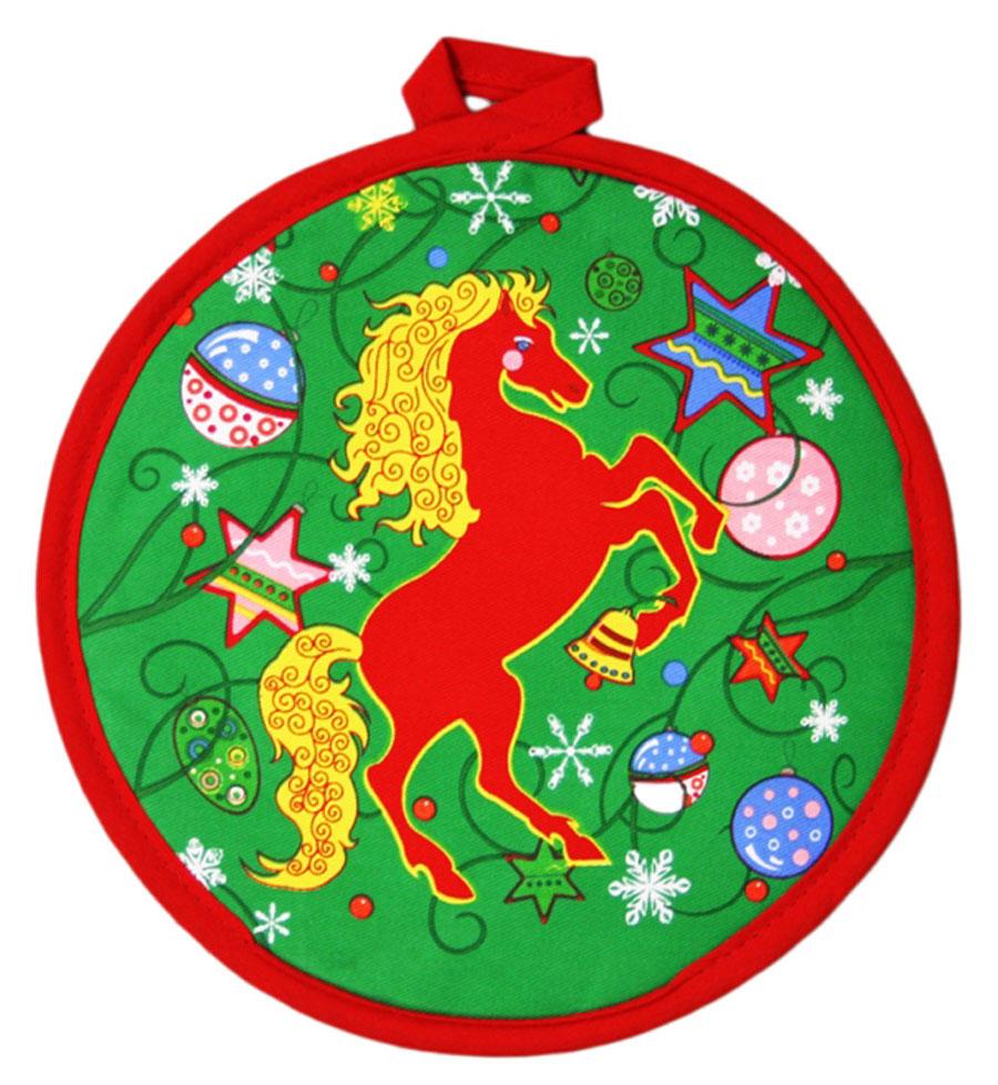 Прихватка Bonita Красный конь, диаметр 20 см1101211859Прихватка Bonita Красный конь - незаменимый помощник на любой кухне. Изделие, выполненное из натурального хлопка и полиэстера, оформлено красивым новогодним принтом с лицевой стороны. Задняя сторона простегана, что позволяет наполнителю не скатываться со временем. Благодаря специальной петельке изделие можно подвесить на крючок. Прихватка мягкая, удобная и практичная. Она защитит ваши руки и предотвратит появление ожогов. Красочный дизайн позволит красиво дополнить интерьер кухни.