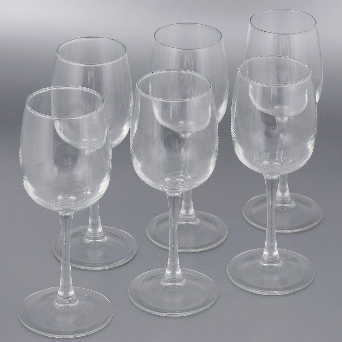 Набор бакалов для вина Luminarc Versailles, 360 мл, 6 штG1483Набор Luminarc Versailles состоит из шести классических бокалов, выполненных из прочного стекла. Изделия оснащены высокими ножками и предназначены для подачи вина. Они сочетают в себе элегантный дизайн и функциональность. Набор фужеров Versailles прекрасно оформит праздничный стол и создаст приятную атмосферу за романтическим ужином. Такой набор также станет хорошим подарком к любому случаю. Можно мыть в посудомоечной машине. Диаметр фужера (по верхнему краю): 6,5 см. Диаметр основания фужера: 7,5 см. Высота фужера: 21,5 см.
