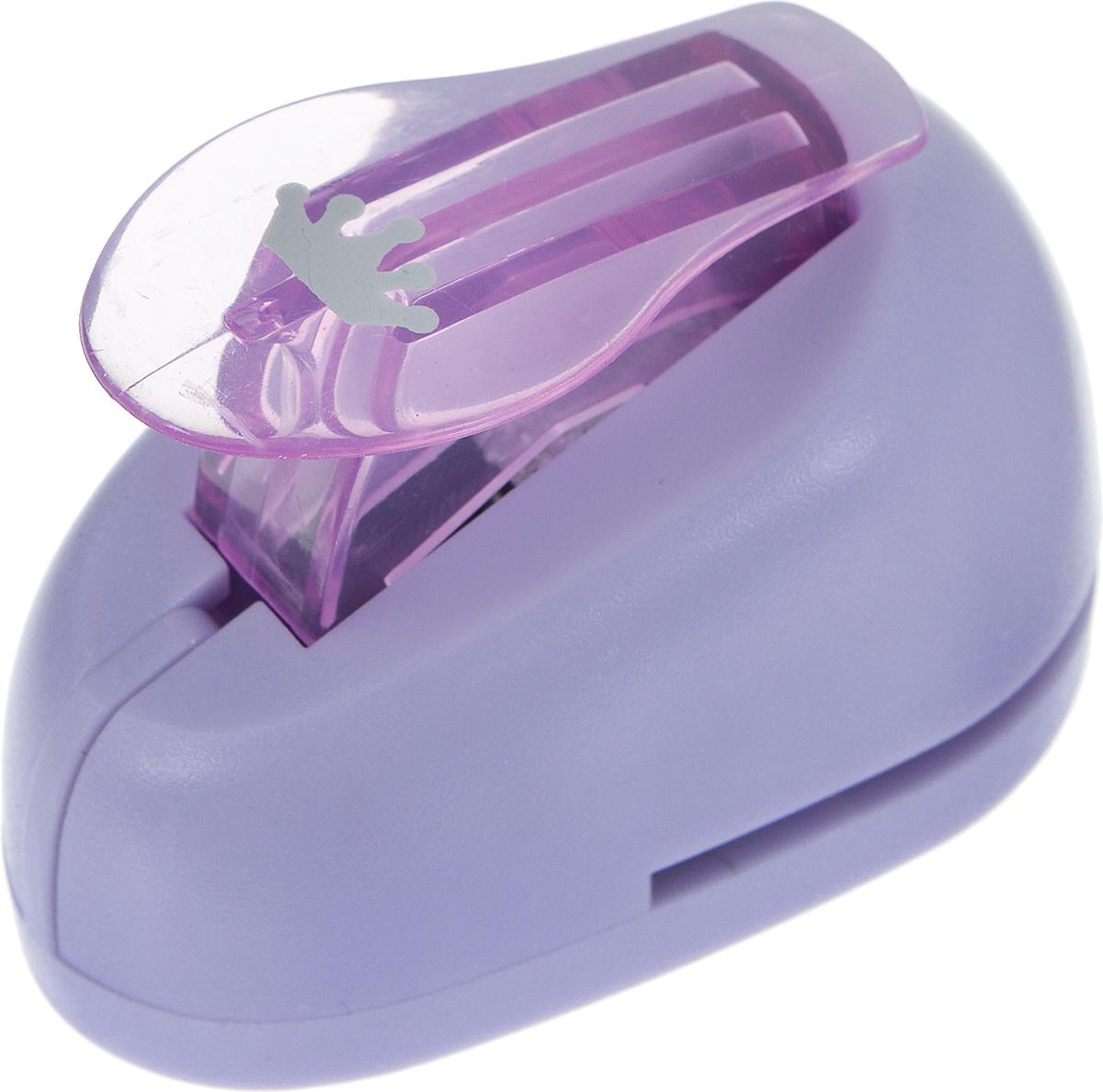 Дырокол фигурный Hobbyboom Корона, №241, цвет: фиолетовый, 1 смCD-99XS-241_фиолетовыйДырокол фигурный Hobbyboom Корона, выполненный из прочного пластика и металла, используется в скрапбукинге для украшения открыток, карточек, коробочек и прочего. Применяется для прорезания фигурных отверстий в бумаге. Вырезанный элемент также можно использовать для украшения. Предназначен для бумаги плотностью от 80 до 200 г/м2. При применении на бумаге большей плотности или на картоне, дырокол быстро затупится. Чтобы заточить нож компостера, нужно прокомпостировать самую тонкую наждачку. Размер готовой фигурки: 1 см х 0,6 см.