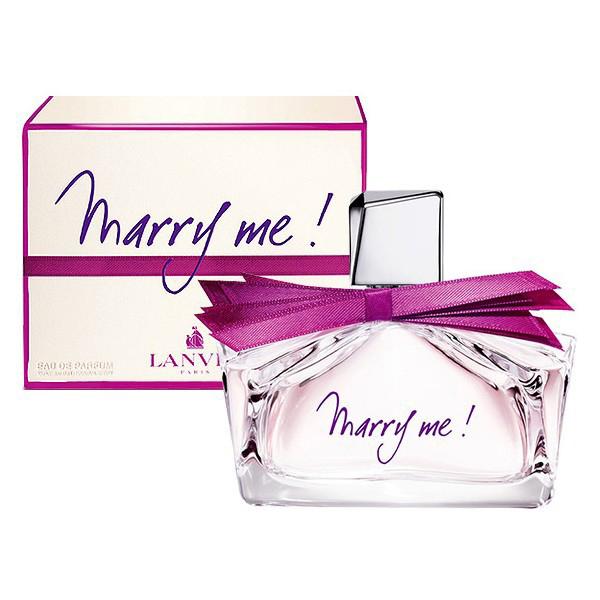 Lanvin Marry Me Woman Парфюмерная вода, 30 мл8637Lanvin Marry Me! - фруктово-цветочная композиция. Парфюмер соединил в своем детище фруктовые запахи с ароматом лепестков роз и сладкой амброй. По замыслу создателей, парфюм отражает чувства женщины, которой только что сделали предложение руки и сердца. И совершенно не важно, насколько серьезно она отнеслась к услышанным словам. Классификация аромата : Цветочные, фруктовые. Апельсин, персик, фрезия, жасмин, магнолия, роза, амбара, кедр, мускус. Самый популярный вид парфюмерной продукции на сегодняшний день - парфюмерная вода. Это объясняется оптимальным балансом цены и качества - с одной стороны, достаточно высокая концентрация экстракта (10-20% при 90% спирте), с другой - более доступная, по сравнению с духами, цена. У многих фирм парфюмерная вода - самый высокий по концентрации экстракта вид товара, т.к. далеко не все производители считают нужным (или возможным) выпускать свои ароматы в виде духов. Как правило, парфюмерная вода...