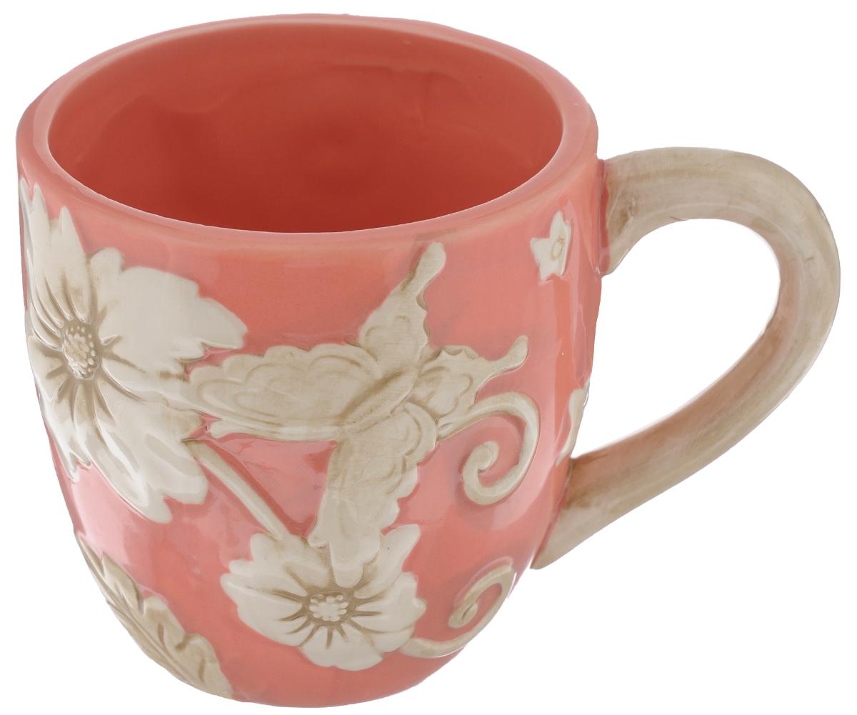Кружка Mayer & Boch Цветы, цвет: коралловый, 310 мл115510Кружка Mayer & Boch Цветы изготовлена из высококачественного материала доломита и декорирована рельефным цветочным рисунком. Изделие оснащено удобной ручкой. Такая кружка станет практичным сувениром и незаменимым атрибутом чаепития, а оригинальное оформление добавит ярких эмоций в процессе чаепития. Можно мыть в посудомоечной машине и использовать в микроволновой печи. Диаметр кружки (по верхнему краю): 8 см. Высота кружки: 9 см. Объем кружки: 310 мл.