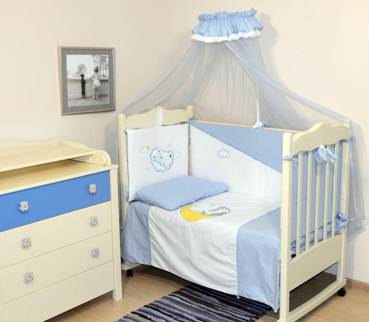 Топотушки Комплект детского постельного белья Марсель цвет голубой 7 предметов4630008873649Комплект постельного белья из 7 предметов включает все необходимые элементы для детской кроватки. Комплект создает для Вашего ребенка уют, комфорт и безопасную среду с рождения; современный дизайн и цветовые сочетания помогают ребенку адаптироваться в новом для него мире. Комплекты «Топотушки» хорошо вписываются в интерьер как детской комнаты, так и спальни родителей. Как и все изделия «Топотушки» данный комплект отражает самые последние технологии, является безопасным для малыша и экологичным. Российское происхождение комплекта гарантирует стабильно высокое качество, соответствие актуальным пожеланиям потребителей, конкурентоспособную цену. Балдахин 3м (сетка); охранный бампер 360х50см. (из 4-х частей, наполнитель – холлофайбер); подушка 40х60см. (наполнитель – холлофайбер); одеяло 140х110см. (наполнитель – холлофайбер); наволочка 40х60см; пододеяльник 147х112см; простынь на резинке 120х60см