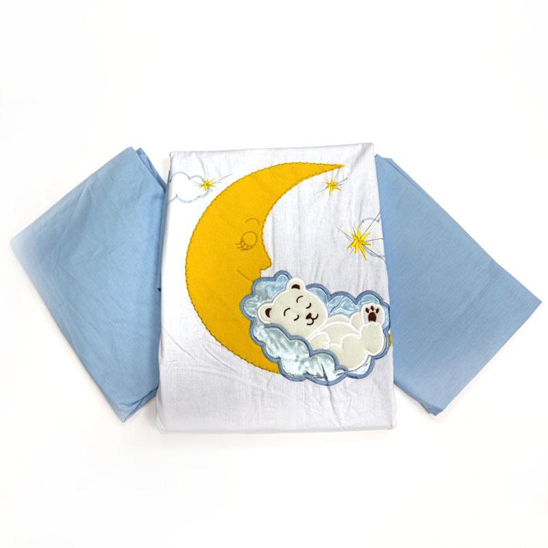 Топотушки Комплект детского постельного белья Марсель цвет голубой4630008873908Нежный комплект выполненный в светло-голубых тонах с объемной вышивкой, станет замечательным украшением для детской и подарит вашему малышу комфортный и нежный сон. А когда малыш подрастёт, он сможет сам потрогать пальчиками персонажей, которые оберегали его сон с самых первых дней жизни. Сменный комплект постельного белья из 3 предметов для детской кроватки. Комплект создает для Вашего ребенка уют, комфорт и безопасную среду с рождения; современный дизайн и цветовые сочетания помогают ребенку адаптироваться в новом для него мире. Комплекты «Топотушки» хорошо вписываются в интерьер, как детской комнаты, так и в спальни родителей. Как и все изделия «Топотушки» данный комплект отражает самые последние технологии, является безопасным для малыша и экологичным. Российское происхождение комплекта гарантирует стабильно высокое качество, соответствие актуальным пожеланиям потребителей, конкурентоспособную цену. Наволочка 40х60см, пододеяльник 147х112см, простынь на резинке 120х60см