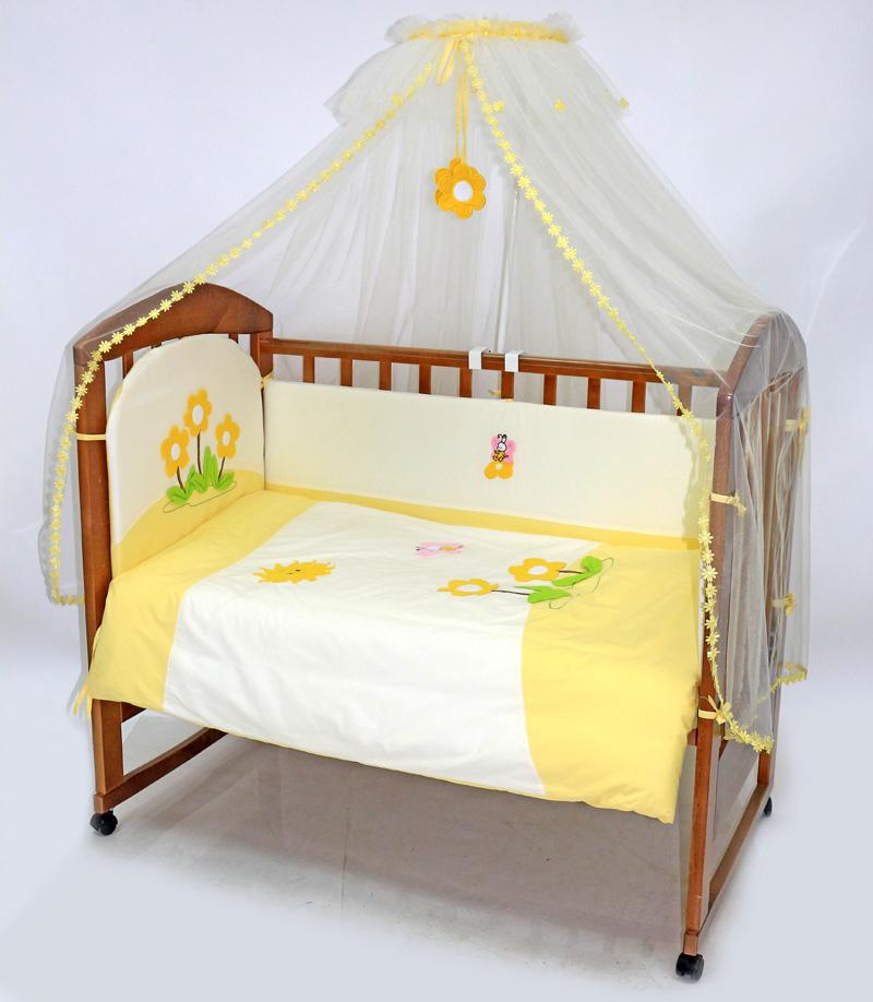 Топотушки Комплект детского постельного белья Полянка цвет желтый белый 7 предметов4630008875476Комплект постельного белья из 7 предметов включает все необходимые элементы для детской кроватки. Комплект создает для Вашего ребенка уют, комфорт и безопасную среду с рождения; современный дизайн и цветовые сочетания помогают ребенку адаптироваться в новом для него мире. Комплекты «Топотушки» хорошо вписываются в интерьер как детской комнаты, так и спальни родителей. Как и все изделия «Топотушки» данный комплект отражает самые последние технологии, является безопасным для малыша и экологичным. Российское происхождение комплекта гарантирует стабильно высокое качество, соответствие актуальным пожеланиям потребителей, конкурентоспособную цену. Балдахин 4,5м (сетка); охранный бампер 360х40см. (из 4-х частей, наполнитель – холлофайбер); подушка 40х60см. (наполнитель – холлофайбер); одеяло 140х110см. (наполнитель – холлофайбер); наволочка 40х60см; пододеяльник 147х112см; простынь на резинке 120х60см