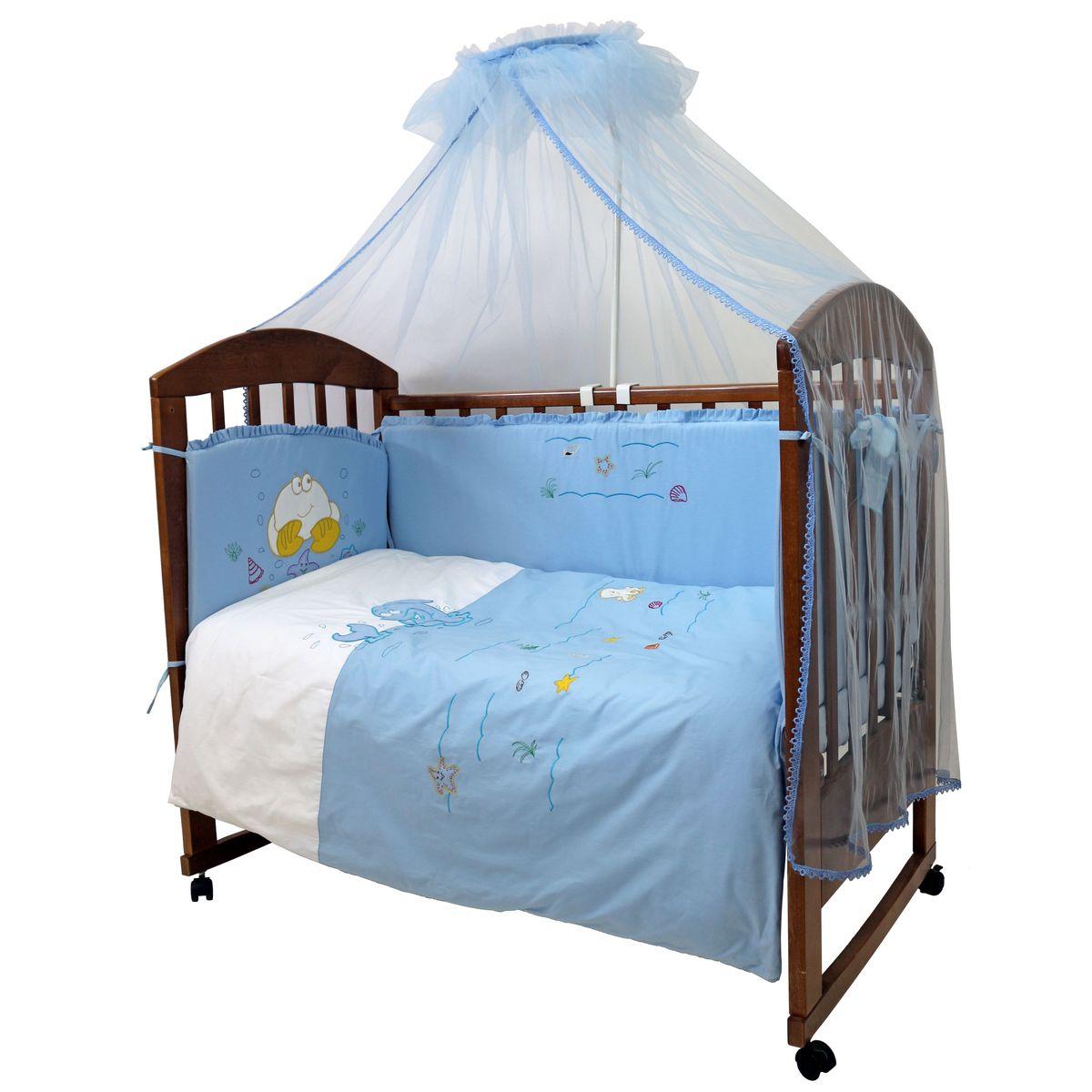 Топотушки Комплект детского постельного белья На волне цвет голубой 7 предметовS03301004Комплект постельного белья из 7 предметов включает все необходимые элементы для детской кроватки. Комплект создает для Вашего ребенка уют, комфорт и безопасную среду с рождения; современный дизайн и цветовые сочетания помогают ребенку адаптироваться в новом для него мире. Комплекты «Топотушки» хорошо вписываются в интерьер как детской комнаты, так и спальни родителей. Как и все изделия «Топотушки» данный комплект отражает самые последние технологии, является безопасным для малыша и экологичным. Российское происхождение комплекта гарантирует стабильно высокое качество, соответствие актуальным пожеланиям потребителей, конкурентоспособную цену.Балдахин 3м (сетка); охранный бампер 360х40см. (из 4-х частей, наполнитель – холлофайбер); подушка 40х60см. (наполнитель – холлофайбер); одеяло 140х110см. (наполнитель – холлофайбер); наволочка 40х60см; пододеяльник 147х112см; простынь на резинке 120х60см