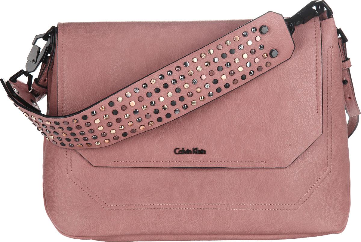 Сумка женская Calvin Klein Jeans, цвет: пепельно-розовый. K60K60092573298с-1Стильная сумка женская Calvin Klein Jeans выполнена из полиуретана и оформлена металлической фурнитурой с символикой бренда.Изделие содержит одно отделение, разделенное пополам карманом-средником на застежке-молнии. Закрывается модель на клапан с магнитной кнопкой. Сумка оснащена съемным плечевым ремнем регулируемой длины и съемной широкой лямкой, которая оформлена оригинальными металлическими клепками. К сумке прилагается фирменный чехол.Оригинальный аксессуар от Calvin Klein Jeans позволит вам завершить образ и быть неотразимой.