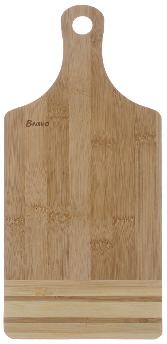 Доска разделочная Bravo, с ручкой, 32,5 х 15 смCM000001326Доска разделочная Bravo изготовлена из бамбука. Она оснащена ручкой для удобной готовки.Функциональная и простая в использовании, разделочная доска Bravo прекрасно впишется в интерьер любой кухни и прослужит вам долгие годы. Не рекомендуется мыть в посудомоечной машине.Общий размер доски (с учетом ручки): 32,5 см х 15 см х 1 см.