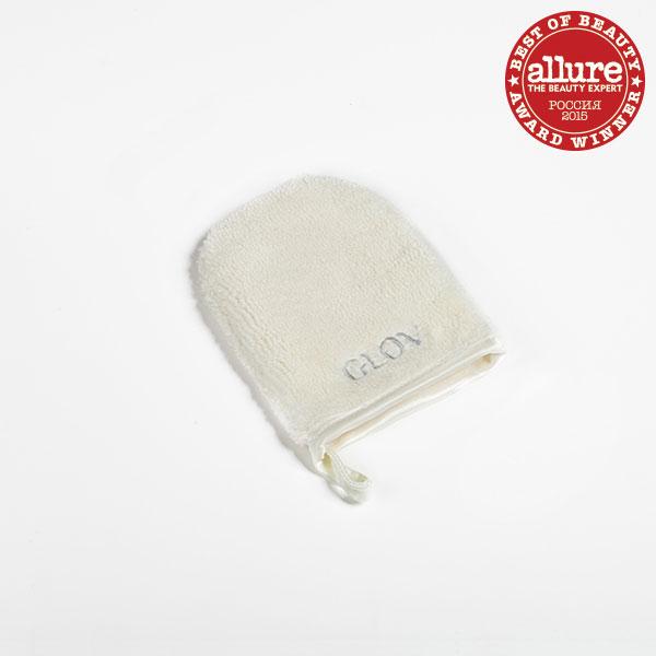 Glov Рукавичка для снятия макияжа On The Go8002Инновационная «рукавичка» для снятия макияжа. Смочили водой и сняли макияж, без дополнительных средств! Секрет в волокнах, они в 100 раз тоньше человеческого волоса и в 30 раз тоньше хлопка. Волокна притягивают к себе загрязнения. Подходит для любой, даже самой чувствительной кожи. Защищает лицо от бактерий. Восстанавливает микроциркуляцию кожи. Борется с локальными шелушением на лице. Помогает экономить на средствах для снятия макияжа. Незаменима в дороге. Сделана из экологически чистого материала. Подходит для тех, кто носит контактные линзы. Способ применения: Шаг 1. Намочите GLOV тёплой или прохладной водой. Шаг 2. Начните процедуру демакияжа с глаз. Расположите «рукавичку» так, чтобы волокна прилегали к ресницам. Немного подержите. Шаг 3. Удаляйте макияж лёгкими круговыми движениями. Шаг 4. Промойте GLOV кусковым мылом (не рекомендуется использовать гели и шампуни). Шаг 5. Хорошенько просушите «рукавичку». Используйте GLOV в течение...