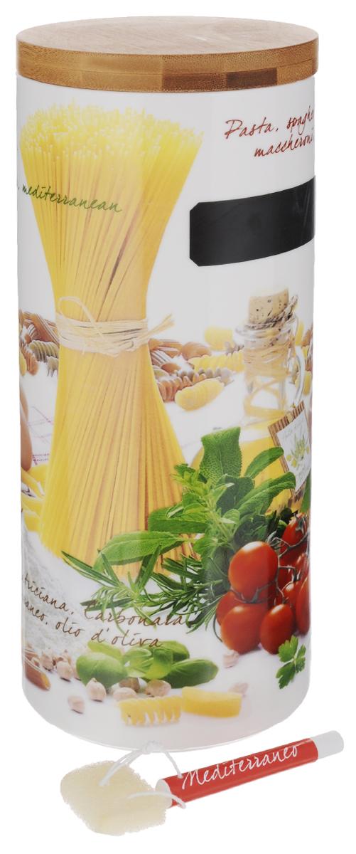 Банка для пасты Nuova R2S, с мелком для записи, высота 21 см753PASSБанка Nuova R2S, выполненная из высококачественного фарфора белого цвета, оформлена изображением разных продуктов питания и овощей. Изделие предназначено для хранения пасты, также в ней будет удобно хранить сыпучие продукты: муку, сахар, соль, макароны или крупы. Банка надежно закрывается деревянной крышкой с силиконовым уплотнителем. На корпусе банки имеется специальное черное поле для нанесения записей мелом (входит в комплект). Таким образом, вы сможете отмечать, что находится в банке. Специальной поролоновой губкой ненужные записи можно стереть. Оригинальная банка Nuova R2S станет незаменимым помощником на кухне. Диаметр банки по верхнему краю: 10,5 см. Высота банки (с учетом крышки): 21 см. Длина мела: 7 см. Размер губки: 2 см х 3 см. Вместимость банки: 1250 г.