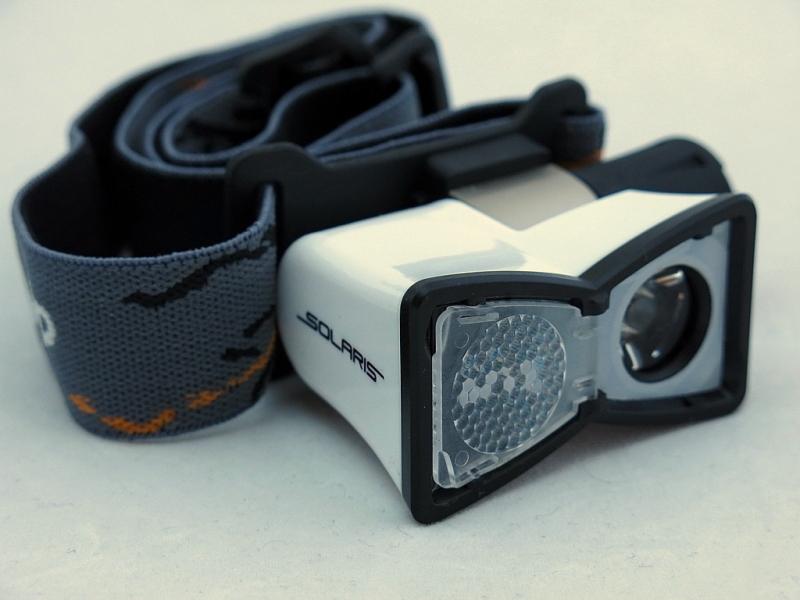 Фонарь светодиодный Solaris M20, налобный, цвет: белыйS2102Многоцелевой высококачественный налобный светодиодный фонарь Solaris M20 - компактный и легкий, с перекидной шторкой диффузора и клипсой для крепления. Корпус фонаря выполнен из противоударного ABS пластика. Водонепроницаемый — стандарт IPX8. Встроенный стабилизатор напряжения. Фонарь снабжен современным светодиодом CREE XP-E Q5 (США). Особенности: - рефлектор фонаря снабжен перекидной шторкой диффузора. При установке шторки на рефлектор фонарь эффективно рассеивает свет для работы на ближней дистанции. - фонарь можно снять с оголовного ремня и прикрепить с помощью клипсы (в комплекте) на лямку рюкзака, карман одежды, брючный ремень и т.п. Также можно использовать фонарь без оголовного ремня - в качестве карманного фонаря для повседневного ношения. Особенности конструкции: - перекидная шторка диффузора; - съемная клипса; - четыре режима работы фонаря: High (полная мощность), Medium (средний режим),...