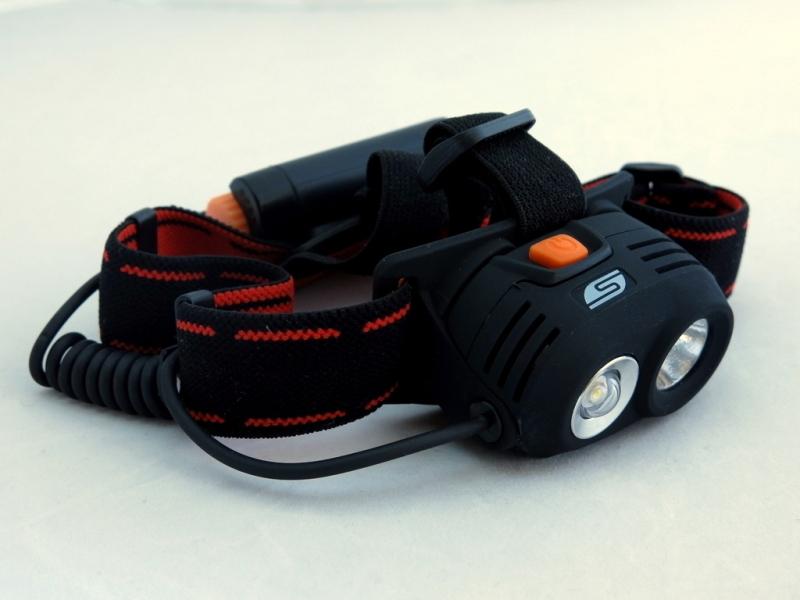 Фонарь светодиодный Solaris M40, налобный, цвет: черныйS2101Мощный высококачественный налобный светодиодный фонарь Solaris M40 с двумя рефлекторами - для дальнего и ближнего света. Корпус фонаря выполнен из противоударного ABS пластика. Водозащищенный — стандарт IPX6. Особенность фонаря: - 2 специализированных диффузора-рефлектора; - параболический рефлектор дальнего света снабжен современным светодиодом CREE XR-E R2 (США); - рефлектор ближнего света снабжен куполообразной линзой для лучшего рассеивания света и светодиодом мощностью 3 ватта. Головная часть фонаря имеет трещоточный механизм и цапфы для регулировки по вертикальной оси - этим достигается изменение направления светового луча по высоте. Фонарь имеет отдельный от основного блока батарейный отсек с запирающейся на винт водонепроницаемой крышкой. Встроенный стабилизатор напряжения. Комплектация: - фонарь - 2 батарейки АА. Мощность светового потока: 160 люмен. Дальность...