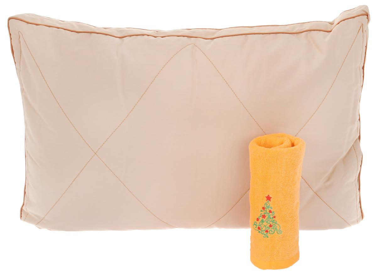 Подушка Primavelle Nadia, 50 х 72 см + ПОДАРОК: Полотенце махровое, 34 х 70 см17102028Подушка Primavelle Nadia подарит вам необычайную мягкость и комфорт во время сна. Чехол выполнен из однотонного сатина (100% хлопок). Внутри - наполнитель из верблюжьей шерсти с внутренним слоем из искусственного лебяжьего пуха.Лебяжий пух является аналогом натурального пуха и представляет собой сверхтонкое волокно нового поколения. Благодаря этому, подушка очень мягкая и воздушная, не накапливает пыль и запахи. Важным преимуществом является гипоаллергенность наполнителя, поэтому подушка отлично подходит как взрослым, так и детям.Верблюжья шерсть - подшерсток верблюжат в возрасте до одного года, который вычесывается вручную. Верблюжья шерсть хорошо удерживает тепло и обеспечивает идеальную терморегуляцию во время сна. Подушка простегана и окантована, стежка равномерно удерживает наполнитель внутри. Мягкая и комфортная подушка Primavelle Nadia не оставит равнодушными тех, кто ценит красоту и комфорт. Подушка упакована в пластиковую сумку-чехол, закрывающуюся на застежку-молнию.В подарок к подушке - махровое полотенце, выполненное из 100% натурального хлопка и украшенное вышивкой в виде новогодней елочки. Размер подушки: 50 х 72 см. Размер полотенца: 34 х 70 см. Плотность плетения: 420 г/м2.