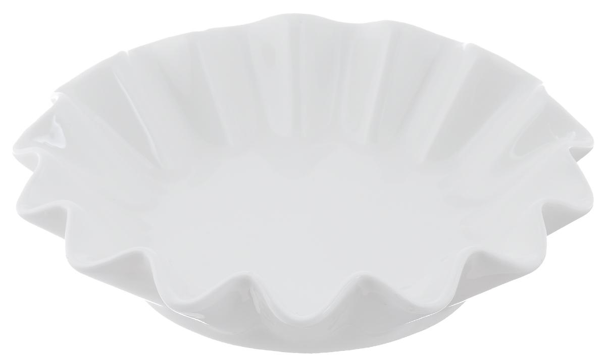 Блюдо сервировочное Walmer Lotus, цвет: белый, диаметр 20 смW10150020Блюдо сервировочное Walmer Lotus изготовлено из высококачественного фарфора и имеет рельефные стенки. Блюдо - необходимая вещь при застолье. Вы можете использовать его для закусок, сырной нарезки, колбасных изделий и, конечно, горячих блюд. Изумительное сервировочное блюдо станет изысканным украшением вашего праздничного стола.