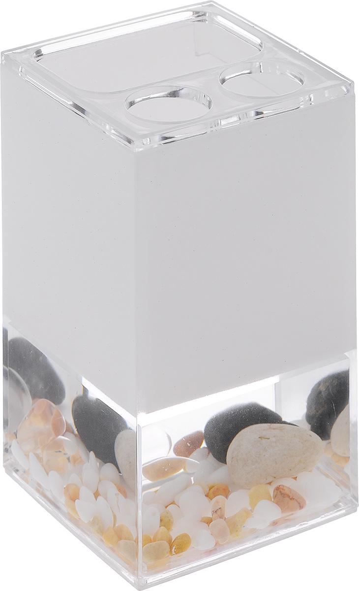 Стакан для зубных щеток Vanstore Stones, высота 12,5 см383-02Стакан для зубных щеток Vanstore Stones выполнен из высококачественного пластика с гелевым наполнителем. У изделия имеется прозрачная вставка с декоративными элементами в виде морских камушек. Стильный дизайн изделия притягивает взгляд и прекрасно подойдет к интерьеру ванной комнаты. Размер стакана: 7 х 6,5 х 12,5 см.