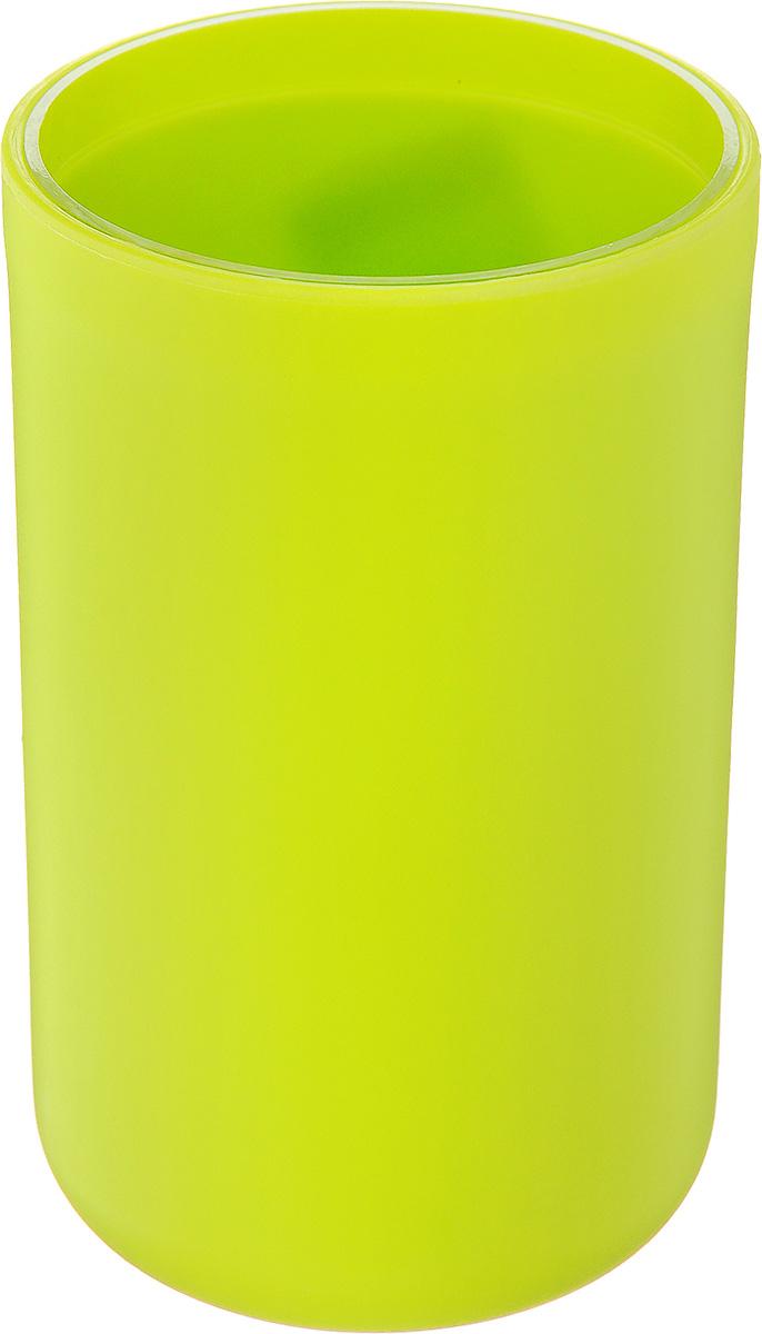 Стакан для ванной комнаты Vanstore Plastic Green, цвет: салатовый, высота 10,5 см310-01Стакан для ванной комнаты Vanstore Plastic Green изготовлен из высококачественного пластика. В стакане удобно хранить зубные щетки, тюбики с зубной пастой и другие принадлежности. Такой аксессуар для ванной комнаты стильно украсит интерьер и добавит в обычную обстановку яркие и модные акценты. Размер стакана: 6,5 х 6,5 х 10,5 см.