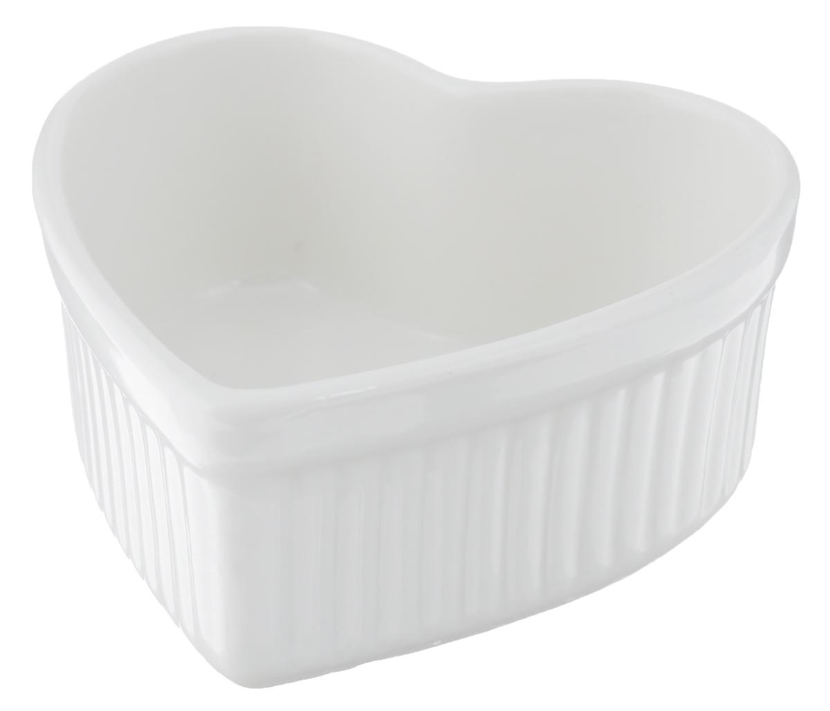 Горшок для запекания Walmer Heart, цвет: белый, 9 х 10 смW10310009Горшок для запекания Walmer Heart изготовлен из высококачественного фарфора и оформлен в форме сердца. Изделие подходит для запекания различных блюд и может быть использовано для подачи на стол. Такое изделие станет отличным дополнением к вашему кухонному инвентарю, а также украсит сервировку стола и подчеркнет прекрасный вкус хозяина. Можно использовать в микроволновой печи. Размер изделия : 9 х 10 х 4 см.