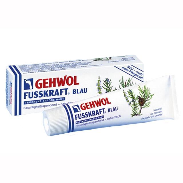 Gehwol Fusskraft Blau - Голубой бальзам для ног 75 мл1*10205Средство Голубой бальзам Геволь Фусскрафт (Gehwol Fusskraft Blau) содержит натуральные и смягчающие компоненты, такие как, ланолин в сочетании с алое-вера и мочевиной, которые обеспечивают необходимый уход за сухой, грубой и потрескавшейся кожей ног. Нормализует потоотделение и избавляет от неприятного запаха пота. Натуральные эфирные масла из розмарина, горной сосны и лаванды, входящие в Голубой бальзам Геволь Фусскрафт, а также оживляющая камфара и охлаждающий ментол сразу же снимают ощущение жжения, тяжесть и боли в ногах. Назначение: Натуральные эфирные масла, оживляющая камфара и охлаждающий ментол сразу же облегчают ощущения жжения и снимают боли в ногах. Ноги укрепляются. Нормализует потоотделение. Разложение уже выделенного пота прекращается. Такие натуральные и смягчающие жиры, как, например, ланолин, дают необходимый уход сухой, потрескавшейся коже и делают ее снова эластичной, упругой и гладкой. Активные компоненты: розмариновое масло, сосновое масло, лавандовое масло,...