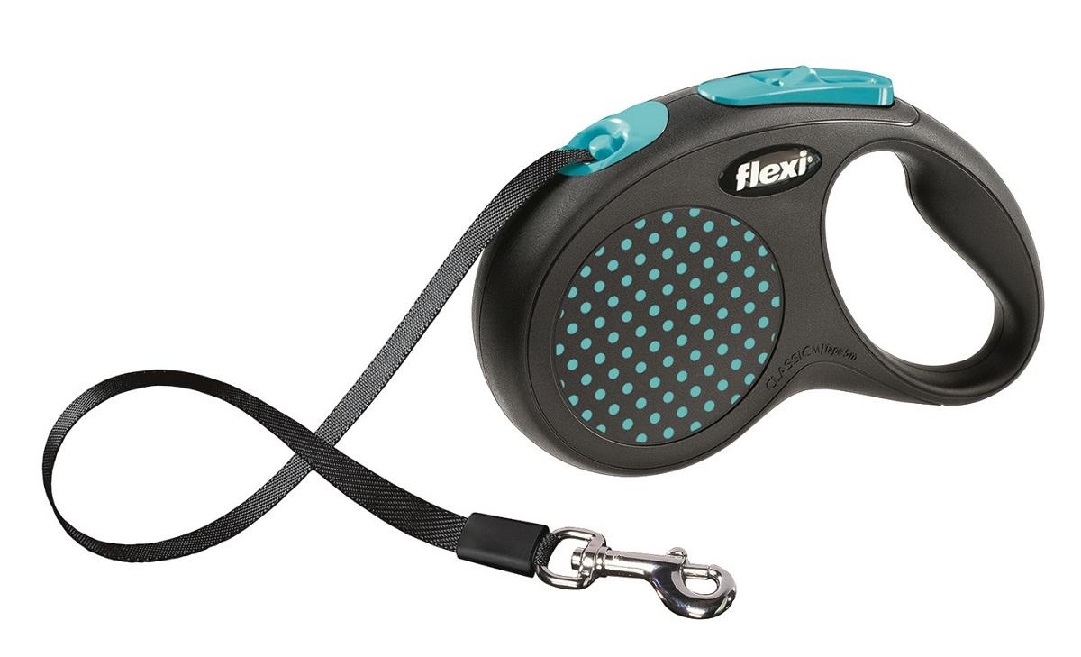 Поводок-рулетка Flexi Design M-L для собак до 50 кг, цвет: черный, голубой, 5 м0120710Ленточный поводок-рулетка предназначен для выгула крупных собак весом до 50 кг.Рулетки FLEXI производятся в Германии более 40 лет и особое внимание уделяется обеспечению безопасности и комфорта использования:- обновленная эргономичная кнопка системы торможения- запатентованная тормозная система - надежный карабин.Запатентованая система сматывания и фиксации длины - дополнительное удобство, помогающее контролировать поведение животного. Корпус рулетки выполнен из ударопрочного пластика.Рулетка очень легка в применении, принесет вам еще большую радость от моментов, проведенных с любимцем.