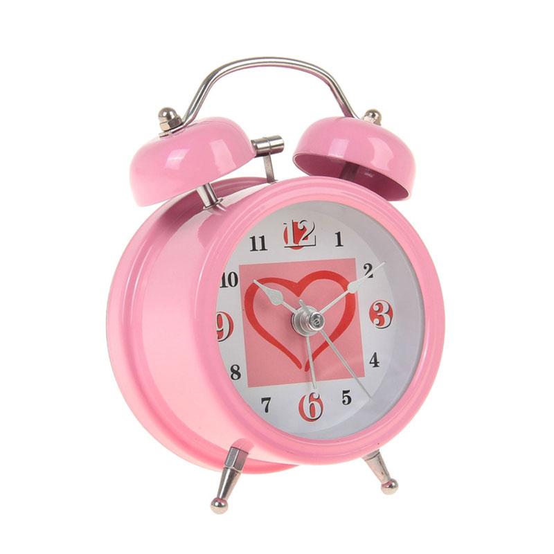 Часы-будильник Sima-land Сердце, цвет: розовый. 720801720801_розовыйКак же сложно иногда вставать вовремя! Всегда так хочется поспать еще хотя бы 5 минут и бывает, что мы просыпаем. Теперь этого не случится! Яркий, оригинальный будильник Sima-land Сердце поможет вам всегда вставать в нужное время и успевать везде и всюду. Время показывает точно и будит в установленный час. Будильник украсит вашу комнату и приведет в восхищение друзей. На задней панели будильника расположены переключатель включения/выключения механизма и два колесика для настройки текущего времени и времени звонка будильника. Также будильник оснащен кнопкой, при нажатии и удержании которой, подсвечивается циферблат. Будильник работает от 1 батарейки типа AA напряжением 1,5V (не входит в комплект).
