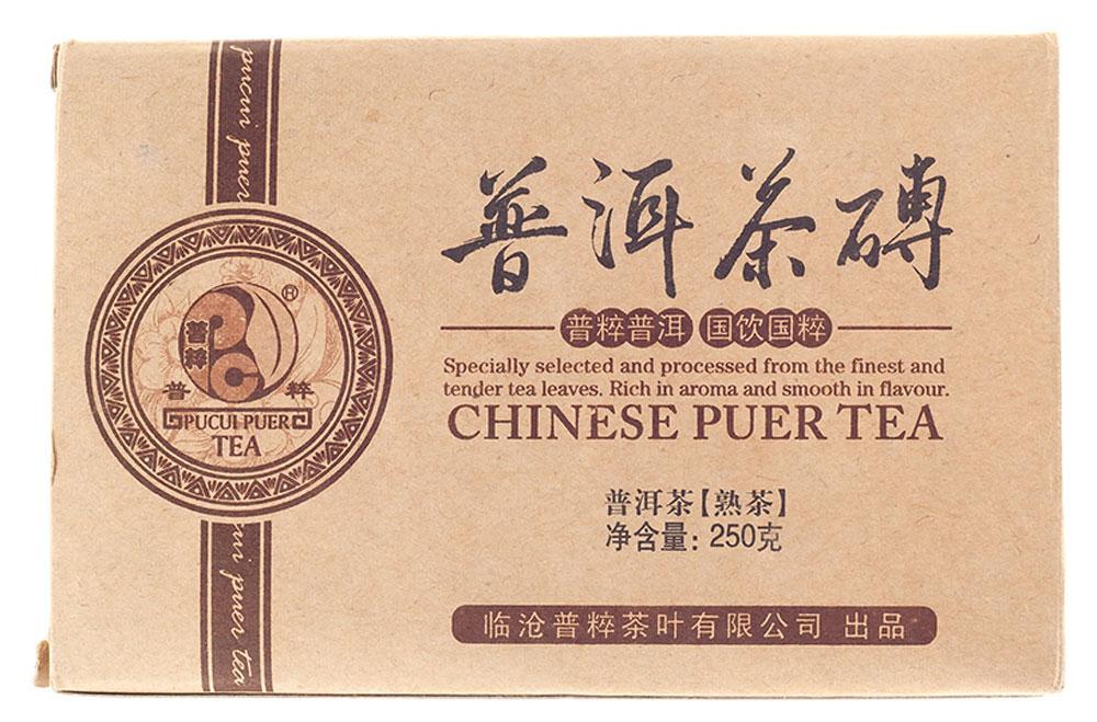 Чай Пуэр Шу Рецепт 1257 кирпич 2012 год, 250 г2000000038025Собранное в Линьцане в 2010 году чайное сырье, перед прессовкой было выдержано еще 2 года. В результате этого вкус чая получился необыкновенно изысканным. Насыщенным, бархатным, в меру терпким и при этом удивительно мягким. На первом плане – шоколадные оттенки вкусовой палитры, однако сквозь них прибиваются и другие, менее заметные, но важные для общего букета нотки. Среди них можно услышать и ароматы влажной древесины, и даже такие оригинальные как аромат бабушкиного чердака и даже свежей кожи. Все эти вкусовые переливы очень гармонично сочетаются между собой, дополняя друг друга. Рекомендации по завариванию: Отломите 3-5 г чая при помощи ножа или чайного шила. Залейте кипяток в чайник до половины на 10-15 секунд, а затем слейте полученный настой. Первую промывку пить не рекомендуется. Залейте кипяток (95-100°С) в чайник на 1-2 минуты. Перелейте чай в чашку и наслаждайтесь.