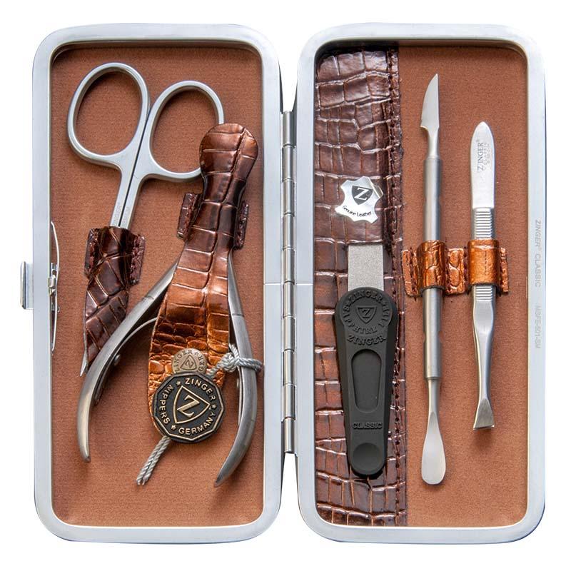 Zinger Маникюрный набор профессиональный (5 предметов) zMSFE 501-SM63534Ман. набор 5 предметов (ножницы куткульные, кусачки маникюрные, пилка алмазная, металлический двусторонний шабер 1, пинцет). Чехол натуральная кожа. Цвет инструментов -матовое серебро. Оригинальня фирменная коробка +подарок