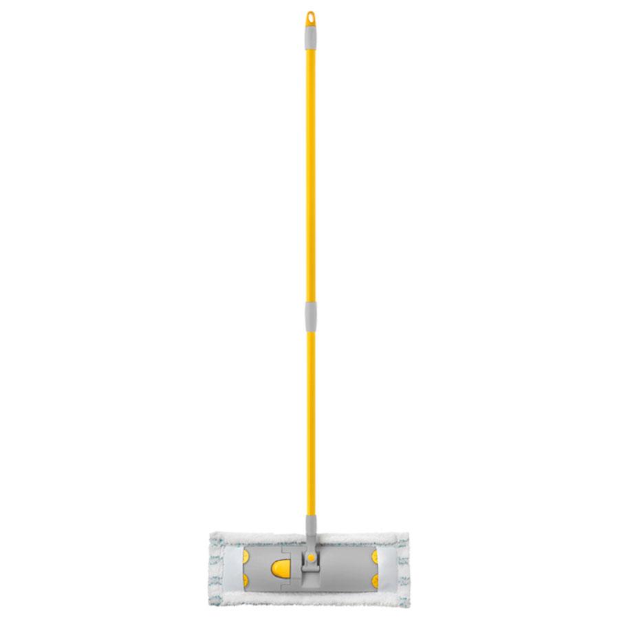 Швабра Apex Flat Mop, с телескопической ручкой, 83-140 см10190-A_желтый,серыйШвабра Apex Flat Mop предназначена для сухой и влажной уборки в доме и удобна в использовании благодаря подвижному креплению ручки к моющей платформе с насадкой. Сменная насадка выполнена из микрофибры, которая впитывает воду и грязь подобно губке, легко удаляет пыль, не оставляя разводов и ворсинок. Такая насадка позволит вам использовать во время уборки меньшее количество чистящих средств. Она подходит для всех видов гладких полов из плитки, паркета, ламината и камня. Швабра оснащена удобной металлической телескопической ручкой с подвижной частью и фиксацией, которая позволяет использовать ее в труднодоступных местах. На конце ручки имеется специальная петля, благодаря которой швабру можно подвесить в любом удобном месте. Платформа швабры выполнена из высокопрочного пластика и может двигаться под любым углом, на любой плоскости. Подвижная платформа позволяет вымыть полы, не отодвигая крупногабаритную мебель, протереть стены от пыли за шкафами. ...