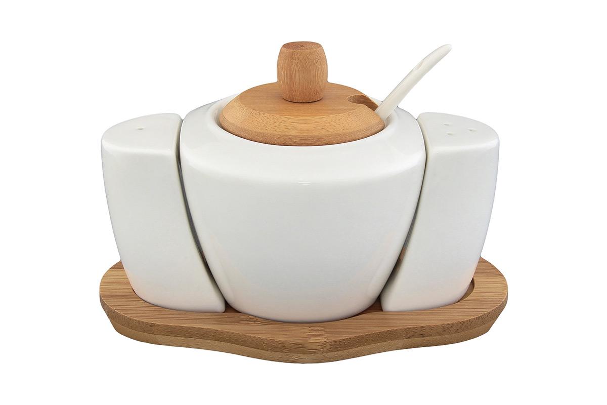 Набор для специй Elan Gallery Классика, 5 предметов540084Великолепный набор Elan Gallery Классика состоит из сахарницы, перечницы, солонки и подставки, изготовленных из керамики. Емкости для специй легки в использовании: стоит только перевернуть емкости, и вы с легкостью сможете поперчить или добавить соль по вкусу в любое блюдо. В комплект к сахарнице входит ложечка. Предметы оригинального дизайна и безукоризненного качества станут украшением вашего стола, а благодаря своим небольшим размерам набор не займет много места на вашей кухне. Не использовать в микроволновой печи. Размер подставки: 16 х 9,5 х 1 см. Размер солонки и перечницы: 4,5 х 2,5 х 6,5 см. Объем сахарницы: 350 мл. Диаметр сахарницы (по верхнему краю): 7 см. Длина ложечки: 13 см.