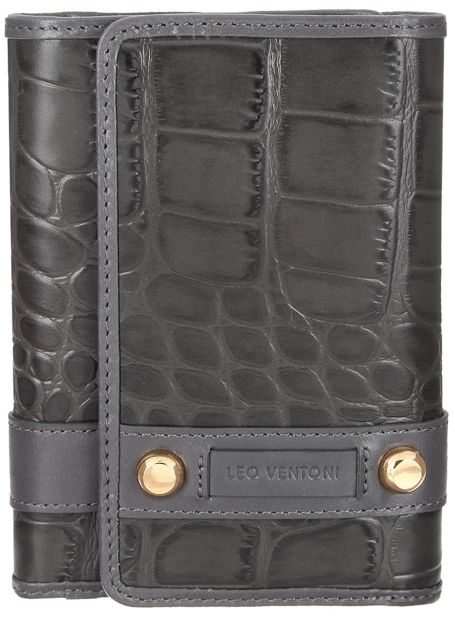 Кошелек женский Leo Ventoni, цвет: серый. L330533ICE 8508Женский кошелек Leo Ventoni изготовлен из натуральной кожи, оформленной тиснением под крокодила, дополнен нашивкой из кожи с логотипом бренда и двумя декоративными металлическими элементами. Подкладка выполнена из текстиля. Кошелек содержит три отделения для купюр, пять кармашков для кредиток, боковой карман для мелочей и один карман с прозрачным пластиковым окошком. На задней стенке расположен карман на металлической молнии, который состоит из двух отсеков, разделенных перегородкой.Изделие закрывается клапаном на замок-кнопку.Кошелек упакован в коробку из плотного картона с логотипом фирмы.Такой кошелек станет замечательным подарком человеку, ценящему качественные и практичные вещи.