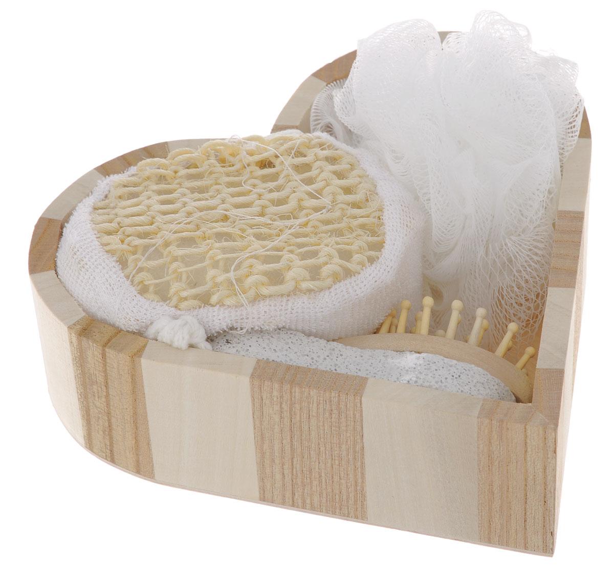 Набор для ванной и бани Феникс-презент Романтика, 5 предметов40634Набор для ванной и бани Феникс-презент Романтика включает: - мочалка для купания из полиэтилена, - расческа из древесины павловнии, - пемза для ухода за кожей, - мочалка для купания из сизаля, - лохань из древесины тополя в форме сердца. Такой мини-набор пригодится в любой бане и сделает банную процедуру еще более комфортной и расслабляющей. Диаметр мочалки: 11 см. Размер расчески: 12 х 4 х 3 см. Размер пемзы: 9,5 х 4,5 х 2 см. Размер мочалки из сизаля: 10 х 8 х 5 см. Размер лохани: 17,5 х 18 х 5 см.