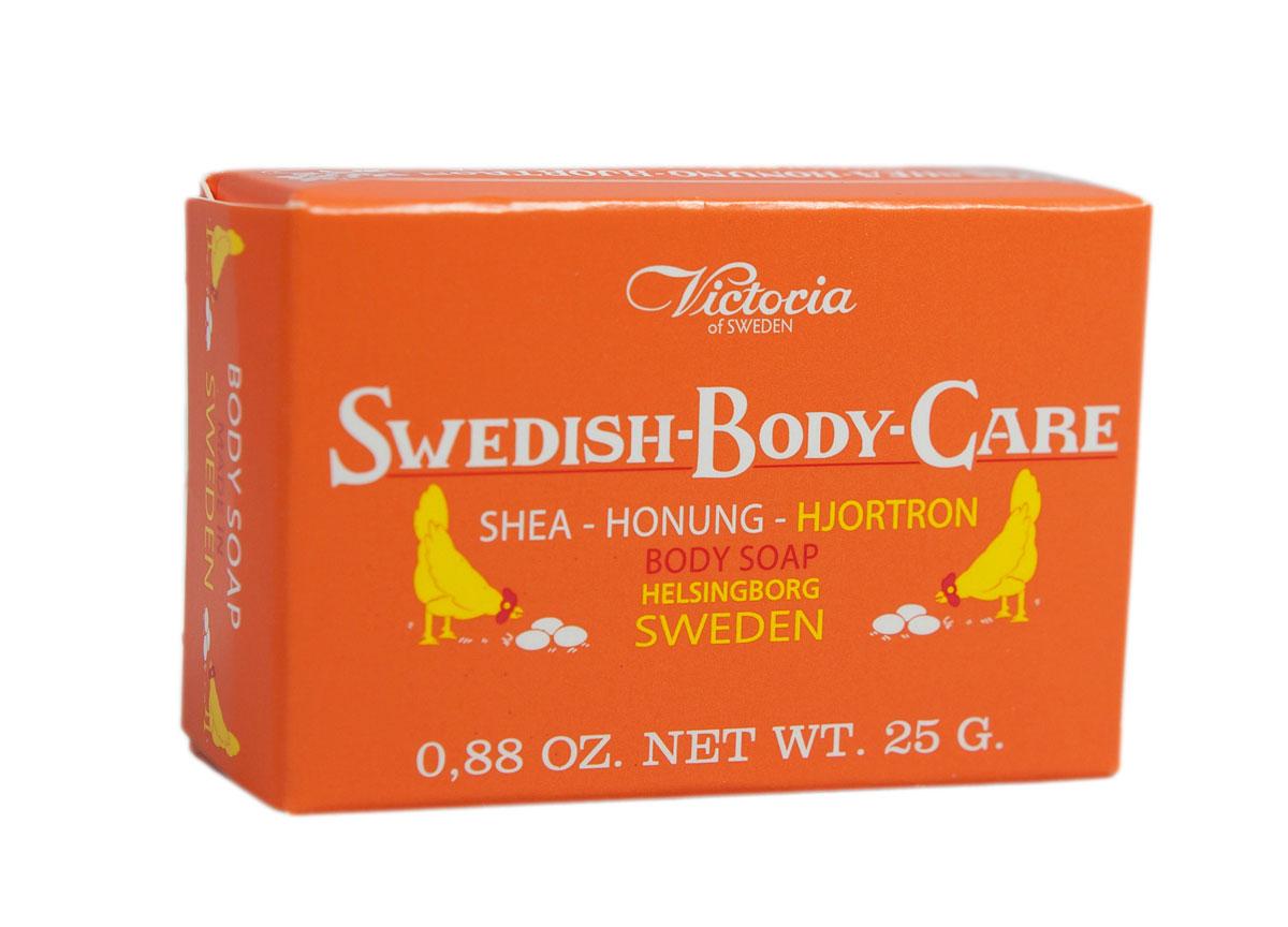 Victoria Мыло для тела с морошкой Soap Shea-Honung-Hjortron, 25 г784039Вдохновленные шведской природой, солнечными полянами, густым лесами и ягодами, насыщенными витаминами, компания Victoria создала серию мыло для тела «Шведские ягоды». В старинный рецепт мыла были добавлены такие ингредиенты как Шведский мед и экстракты ягод.Мыло для тела «Шведские ягоды» с экстрактом морошки имеет густую бархатную пену с букетом плодов пальмового дерева, оливы и морошки с высоким содержанием липидов. Плотная нежная пена легко смывается с тела и не раздражает кожу.Тонкий аромат шведского мыла, морошки и полевых цветов окутают тело Вас в прохладную погоду вуалью комфорта и наслаждения.