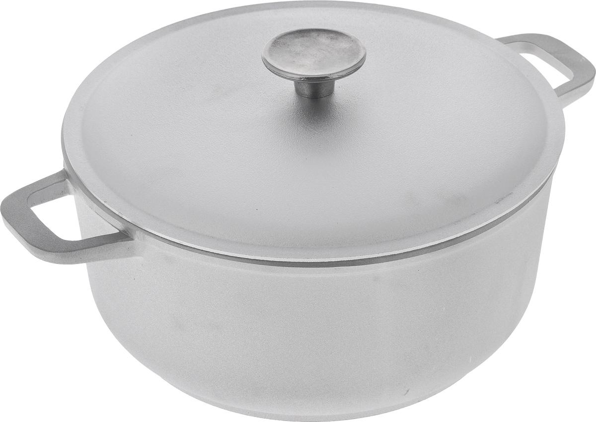 Кастрюля Биол с крышкой, 4 лК401Кастрюля Биол изготовлена из литого алюминия с утолщенным дном. Посуда равномерно и быстро нагревается, позволяя существенно сократить время приготовления пищи. Изделие оснащено плотно прилегающей крышкой, позволяющей сохранить аромат готовящегося блюда. Кастрюля снабжена эргономичными ручками. Нельзя оставлять приготовленную пищу в посуде для хранения. Подходит для газовых, электрических и стеклокерамических типов плит, кроме индукционных. Рекомендовано мыть вручную. Диаметр по верхнему краю: 25 см. Ширина (с учетом ручек): 33 см. Высота стенки: 11,5 см. Толщина стенки: 5 м. Толщина дна: 5 мм. Диаметр основания: 20 см.