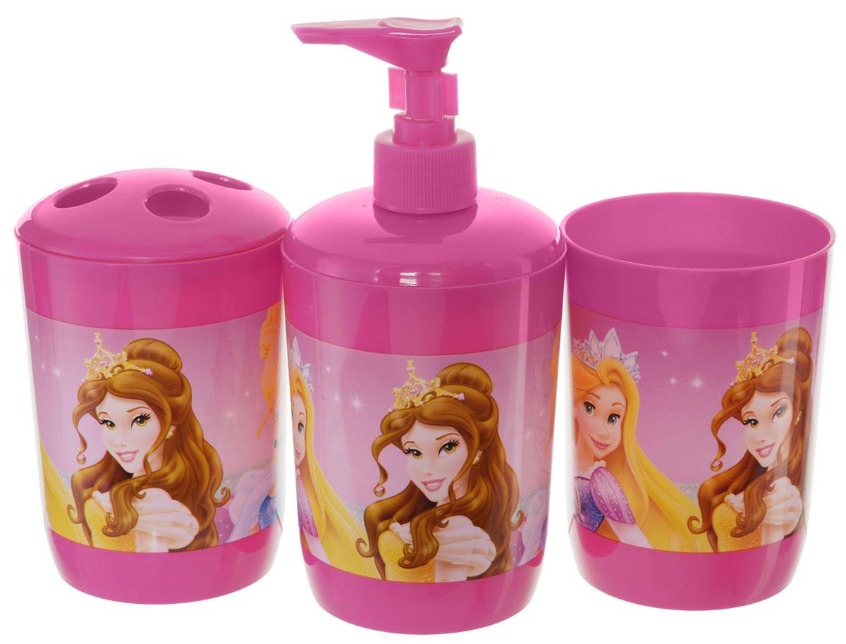 Disney Набор для ванной Princess 3 предмета21283Набор для ванной Disney Princess, выполненный из высококачественного полипропилена, состоит из дозатора для жидкого мыла, стаканчика объемом 340 мл и стакана для зубных щеток с четырьмя отверстиями. Все предметы набора декорированы оригинальными изображениями принцесс из мультфильмов Disney. Яркие аксессуары для ванной не только приучают ребенка хранить в порядке банные принадлежности, но и порадуют его забавными картинками.