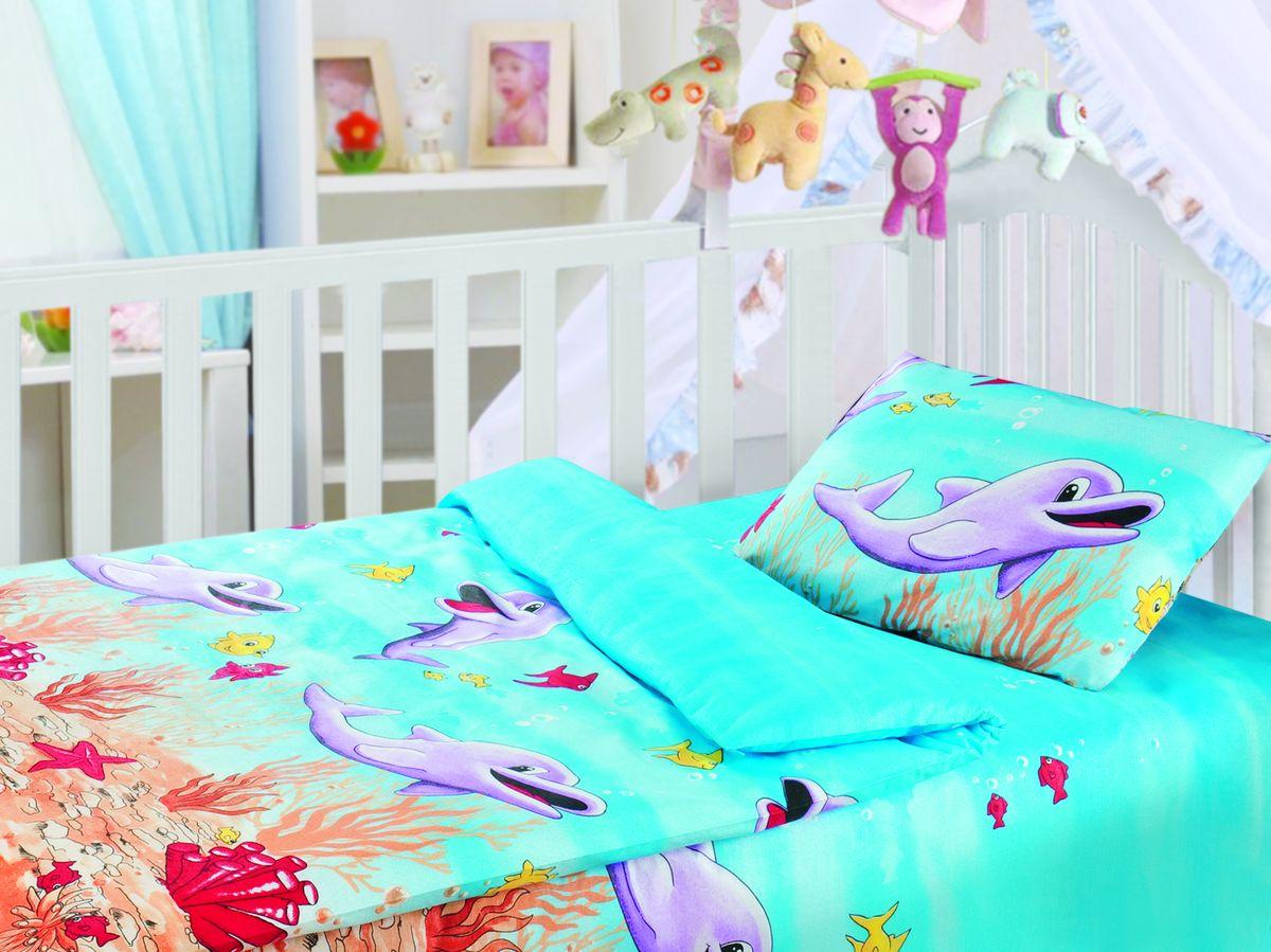 Комплект детского постельного белья Облачко Дельфины, цвет: голубой, сиреневый, красный, 3 предмета186903Детский комплект постельного белья Облачко Дельфины состоит из наволочки, пододеяльника и простыни на резинке. Такой комплект идеально подойдет для кроватки вашего малыша и обеспечит ему здоровый сон. Постельное белье, изготовленное из бязи (100% хлопка), подарит малышу непревзойденную мягкость. Натуральный материал не раздражает даже самую нежную и чувствительную кожу ребенка, обеспечивая ему наибольший комфорт. Яркий дизайн комплекта, несомненно, понравится малышу и привлечет его внимание. На постельном белье Облачко Дельфины ваша кроха будет спать здоровым и крепким сном.