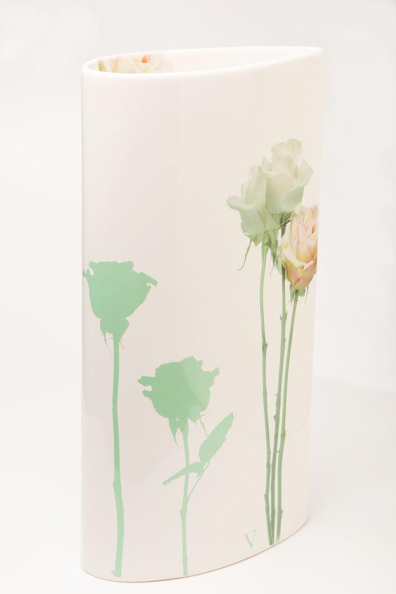 Ваза Nuova R2S Тиффанни, высота 30 см90174Изящная ваза Nuova R2S Тиффанни изготовлена из керамики и оформлена цветочным рисунком. Изделие сочетает в себе оригинальный дизайн с максимальной функциональностью. Ваза Nuova R2S Тиффанни дополнит интерьер офиса или дома и станет желанным подарком для ваших близких. Диаметр вазы: 21 см. Высота вазы: 30 см.