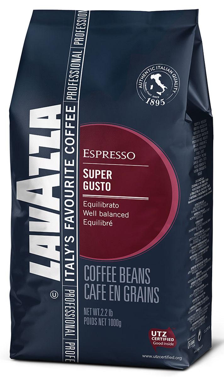 Lavazza Super Gusto UTZ кофе в зернах, 1 кг0120710Итальянский насыщенный кофе Lavazza Super Gusto UTZ с большим содержанием высококачественной арабики (80 %). Зерна для этого кофе выращены на лучших плантациях и заботливо собраны специально для вас. 20 % в напитке составляет робуста. Она гарантирует наличие легкой пенки. Напиток имеет чудесный аромат, с него приятно начинать свое утро. Вкус отлично сбалансирован и сочетает в себе длительное сладковатое послевкусие и густой насыщенный аромат, присутствуют оттенки шоколада. Окунитесь в магию волшебства кофе!