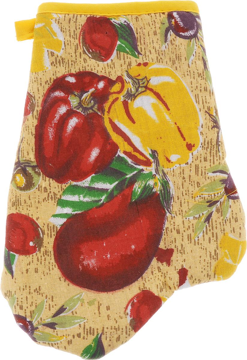 Варежка-прихватка Home Queen Перец, цвет: желтый, красный, зеленый, 17 х 27 смVT-1520(SR)Варежка-прихватка Home Queen Перец - незаменимый помощник на любой кухне. Варежка выполнена из натурального 100% хлопка и оформлена красивым рисунком в виде 2 перцев и баклажана с лицевой стороны. Задняя сторона простегана, что позволяет наполнителю не скатываться со временем. Варежка мягкая, удобная и практичная. С ее помощью можно доставать горячие противни из духовки, она защитит ваши руки и предотвратит появление ожогов. Красочный дизайн позволит красиво дополнить интерьер кухни. С помощью петельки варежку можно подвесить на крючок.