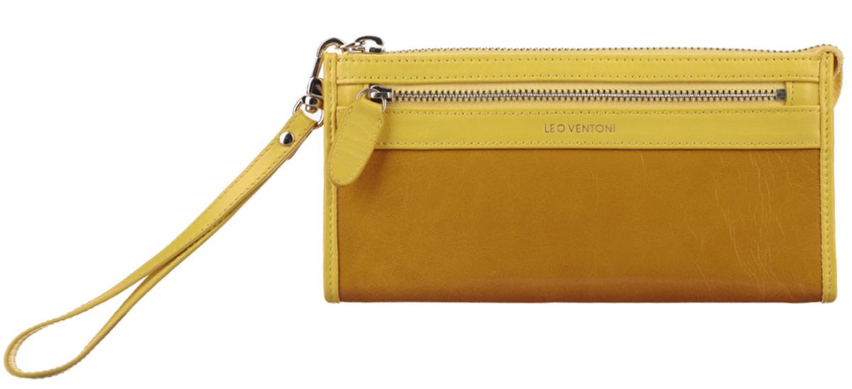 Кошелек женский Leo Ventoni, цвет: желтый, горчичный. L330727L330727 yellowОригинальный женский кошелек Leo Ventoni выполнен из натуральной кожи и застегивается на металлическую застежку-молнию. Хлястик от молнии фиксируется для удобства кнопкой к боковой стороне изделия. Кошелек содержит три отделения для купюр, продольный открытый карман, шесть кармашков для визитных и кредитных карт. На лицевой стороне расположен врезной карман на металлической молнии для монет, а на задней стенке - дополнительный открытый карман. К кошельку прилагается съемная ручка для запястья. Кошелек декорирован тиснением логотипа бренда. Изделие поставляется в фирменной коробке с логотипом бренда. Кошелек - это удобный и стильный аксессуар, необходимый любому активному человеку для хранения денежных купюр, визиток и пластиковых карт. Стильный кошелек Leo Ventoni станет отличным подарком для человека, ценящего качественные и практичные вещи.