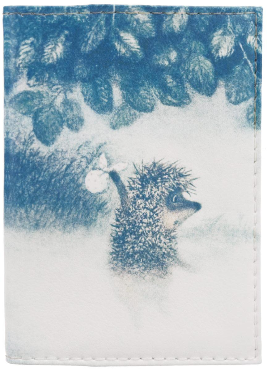 Визитница Mitya Veselkov Ежик в тумане, цвет: белый, синий. VIZIT-008INT-06501Оригинальная визитница Mitya Veselkov Ежик в тумане прекрасно подойдет для хранения визиток и пластиковых карт. Визитница выполнена из натуральной кожи и оформлена изображением персонажа мультфильма Ежик в тумане. Внутри содержатся съемный блок из прозрачного мягкого пластика на восемнадцать визиток и два прозрачных боковых кармана.Стильная визитница подчеркнет вашу индивидуальность и изысканный вкус, а также станет замечательным подарком человеку, ценящему качественные и практичные вещи.