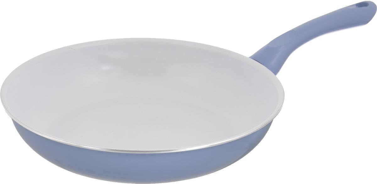 Сковорода Calve, с керамическим покрытием, цвет: голубой. Диаметр 26 см. CL-191494672Сковорода Calve выполнена из высококачественного алюминия с керамическим покрытием, благодаря чему пища не пригорает и не прилипает во время готовки. А также изделие имеет внешнее элегантное жаростойкое покрытие. Сковорода оснащена удобной бакелитовой ручкой с отверстием для подвешивания. Подходит для всех типов плит. Можно мыть в посудомоечной машине. Диаметр сковороды (по верхнему краю): 26 см. Высота стенки: 5,5 см. Длина ручки: 19 см. Диаметр основания: 18,5 см. Толщина стенок: 2,5 мм. Толщина дна: 4 мм.