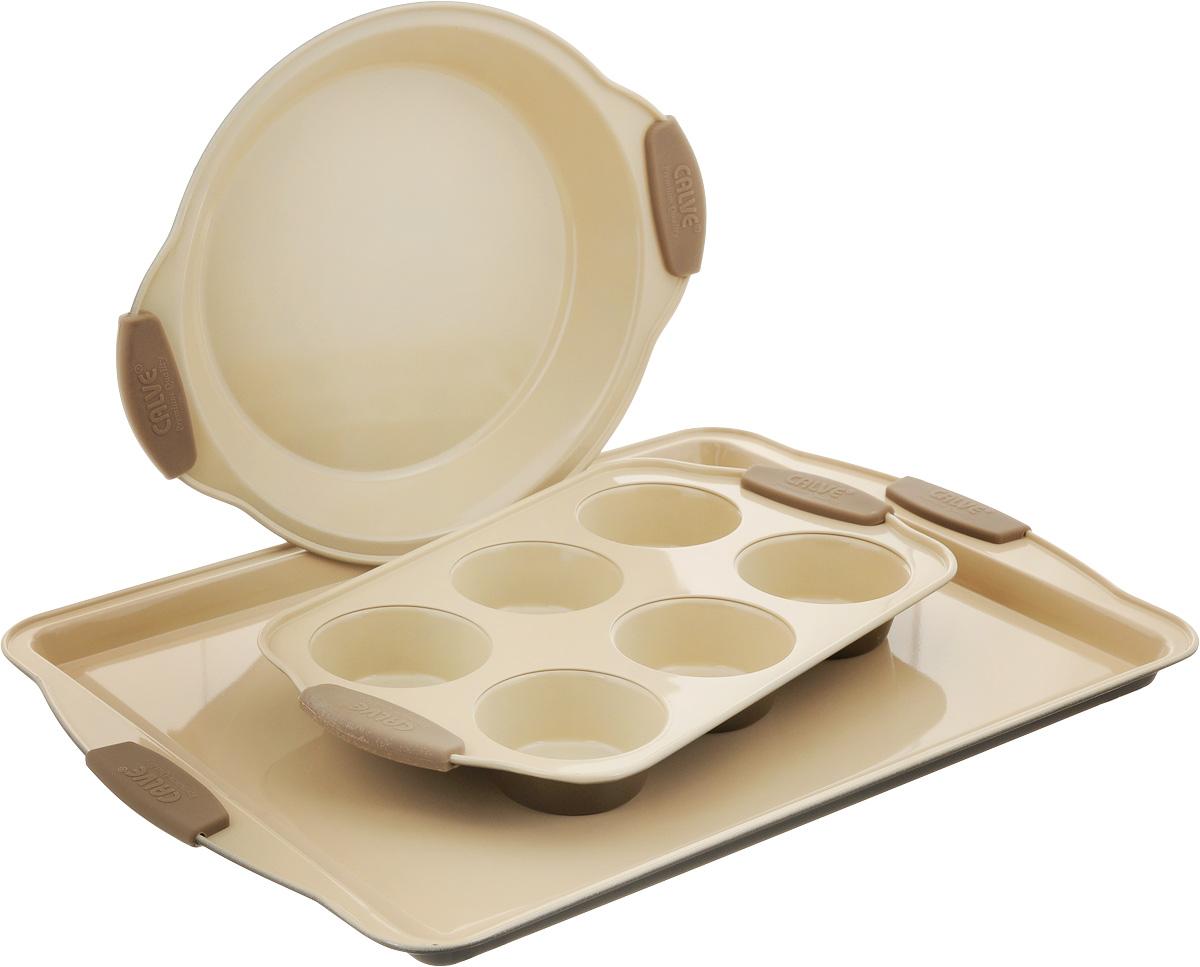 Набор для выпечки Calve, 3 предмета94672Набор для выпечки Calve состоит из прямоугольного противня, овальной формы для кексов с 6 ячейками и формы для пирога. Формы выполнены из высококачественной углеродистой стали с внутренним керамическим покрытием и силиконовыми ручками. Блюда равномерно нагреваются и пропекаются. Пища в такой форме не пригорает и не прилипает к стенкам, готовые блюда легко вынимаются. Износостойкая конструкция обеспечивает долгий срок службы.Формы можно использовать в духовом шкафу при температуре 200-260°С, а также мыть в посудомоечной машине. Размер противня: 44 х 30 х 2 см.Размер формы для кексов: 30,5 х 18 х 3,5 см.Диаметр готовых кексов: 7 см.Размер формы для пирога: 28,5 х 23,5 х 3,5 см.Внутренний диаметр формы для пирога: 22 см.