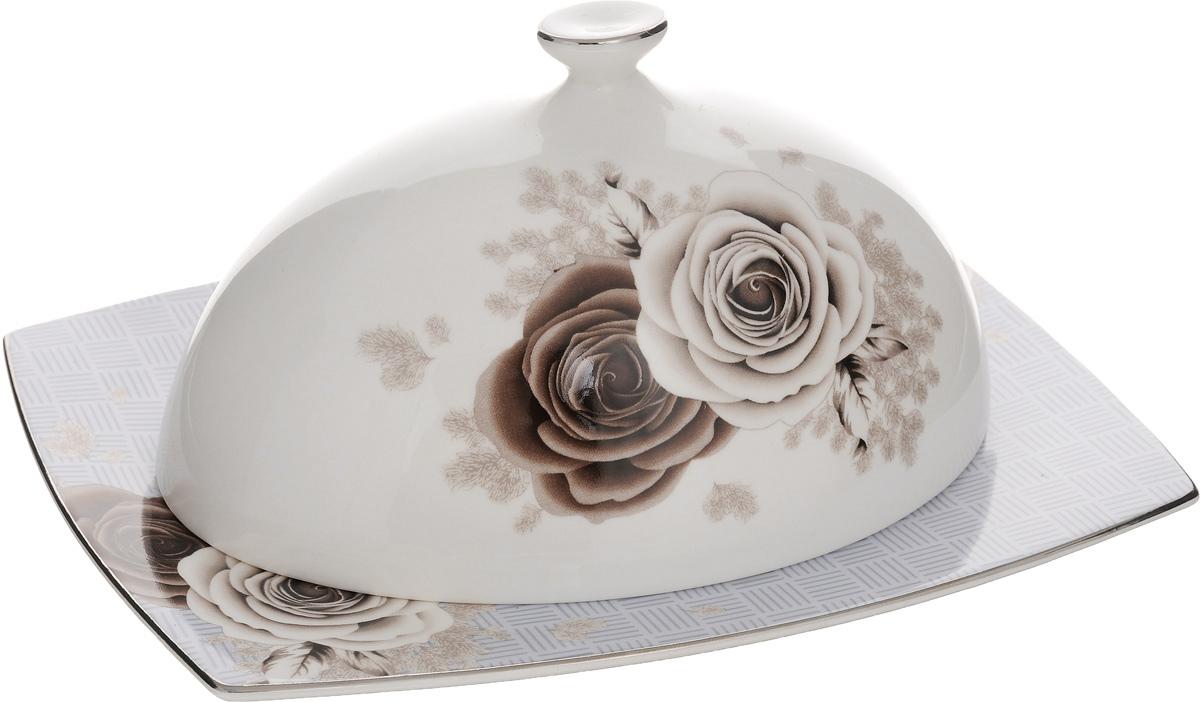 Масленка Family & Friends ДэнишVT-1520(SR)Масленка Family & Friends Дэниш изготовлена из фарфора, покрытого блестящей глазурью. Изделие представляет собой прямоугольный поднос, на который, благодаря специальным выемкам, устанавливается крышка. Масленка декорирована серебристой эмалью и красивым изображением цветов. Такая масленка станет изысканным украшением стола и порадует вас и ваших гостей оригинальным дизайном и качеством исполнения. Прекрасно подойдет в качестве подарка к любому случаю. Размер подноса: 20 х 15 х 1 см. Размер крышки: 16 х 11 х 8,5 см.