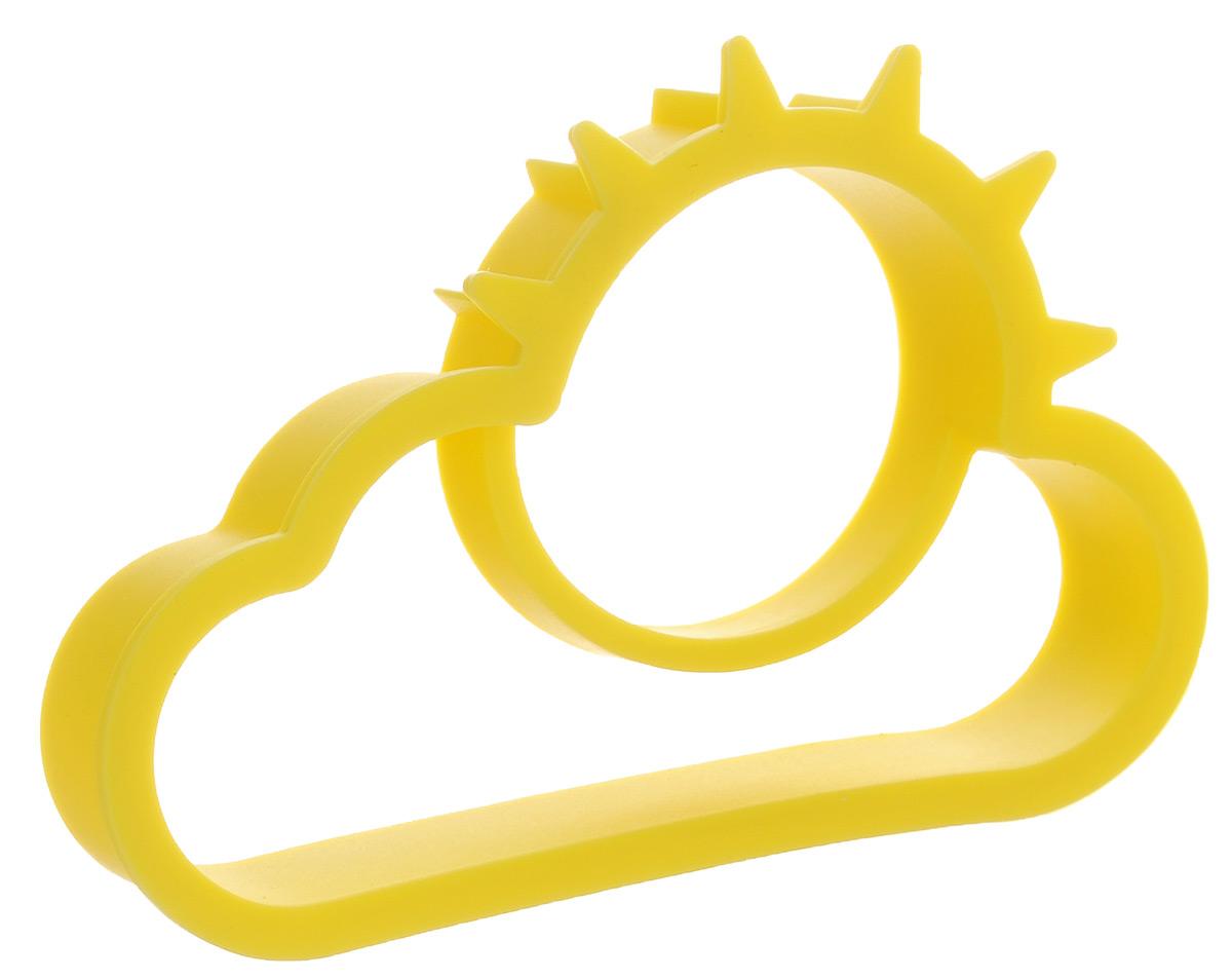 Форма для яичницы Calve, цвет: желтый, 11,3 х 7,5 смCL-4563Форма для яичницы Calve, выполненная из жаростойкого силикона, подходит для приготовления яичницы, омлета, оладий! Она добавит оригинальности обычным блюдам и особенно понравится детям! Форма не повреждает антипригарное покрытие сковород. Для получения идеального результата рекомендуется использовать ее на ровной поверхности сковороды. Поместите форму на сковородку, разбейте в нее яйцо и все! Через несколько минут яичница готова! Размер формы: 11,3 х 7,5 см.