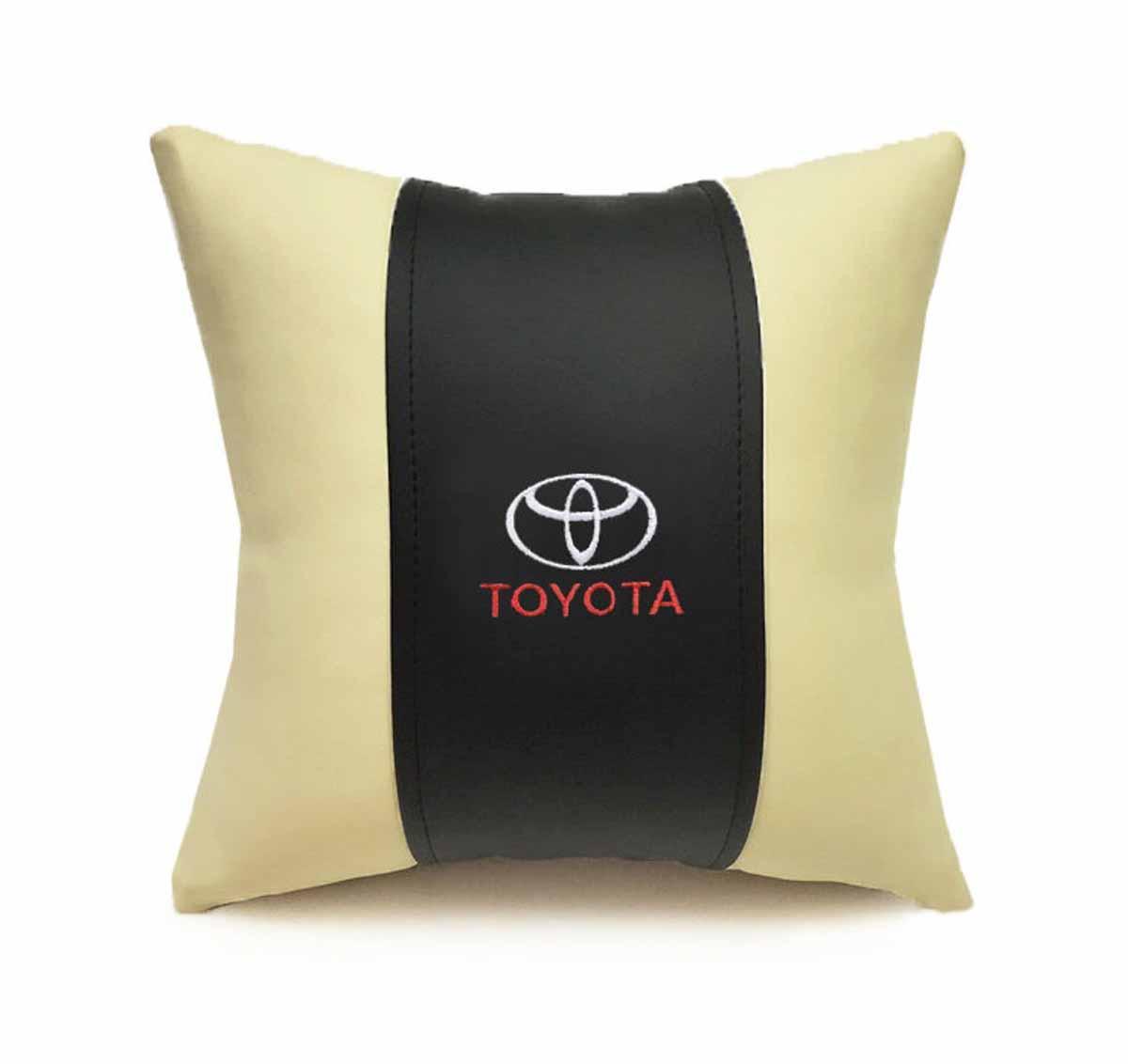 Подушка декоративная Auto premium TOYOTA, цвет: черно-бежевый. 3705237052Подушка в машину с вышивкой автологотипа - отличное дополнение для салона Вашего авто. Мягкая подушка изготовлена из матовой экокожи будет удобна пассажиру. К тому же не перестанет радовать Вас своим видом. Оптимальный размер подушки (30х30) не загромождает салон автомобиля.