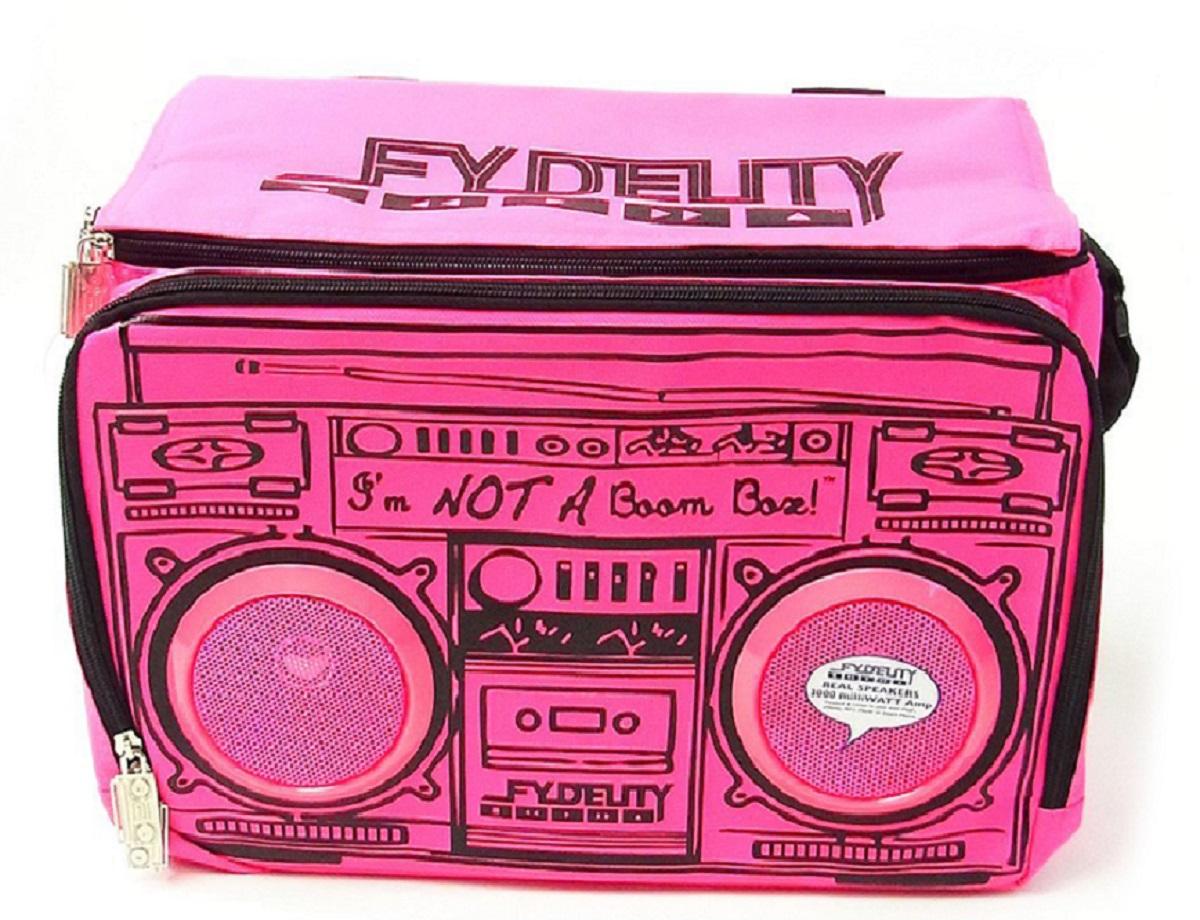 Сумка-холодильник Fydelity Le Boom, цвет: фуксия, черный, 8 л91256Fydelity Le Boom – это модная вместительная термосумка через плечо, которая прекрасно держит тепло и холод. Для удобства модель оснащена двумя отделениями на застежке-молнии, в одном из которых спрятаны водонепроницаемые Hi-Fi Stereo динамики с усилителем. Легкое подключение телефона, MP3, CD плеера и iPod/iPad обеспечивает 3,5 мм стереоджек. Имеются специальные отделения для iPod/iPhone для быстрого и удобного доступа к плееру.