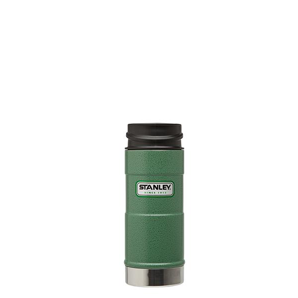 Термокружка Stanley Classic, цвет: зеленый, 0,35 лa026124Термокружка Stanley Classic выполнена из высококачественной нержавеющей стали. Кружка идеально подходит как для горячих, так и для холодных напитков, надолго сохраняя их температуру. Герметичная крышка выполнена из пластика и оснащена кнопкой-фиксатором слива, что предотвращает проливание. Также имеется отверстие для питья. Вакуумная изоляция сохраняет напитки горячими на протяжении 4,5 часов, холодными - около 5.Диаметр термокружки по верхнему краю: 7 см.Диаметр дна термокружки: 7,4 см.Высота термокружки (с учетом крышки): 20 см.
