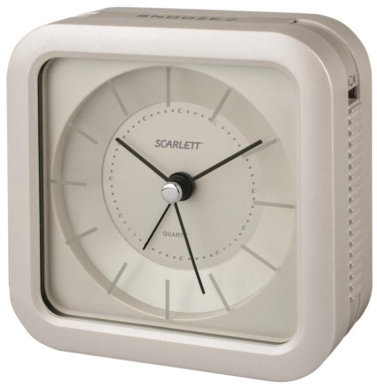 Будильник Scarlett, с подсветкой, цвет: белый, 9,4 х 9,4 смSC - AC1006WБудильник Scarlett с надежным кварцевым механизмом - это не только функциональное устройство, но и оригинальный элемент декора, который великолепно впишется в интерьер вашего дома. Он снабжен четырьмя стрелками: часовой, минутной, секундной и стрелкой завода. Циферблат оформлен в классическом стиле. Подсветка циферблата позволяет пользоваться будильником и в ночное время. Сигнал будильника электронный с функцией повтора сигнала, работает до его отключения. Отличительной особенностью этого будильника является то, что он обладает плавным, бесшумным ходом. Будильник работает от 1 батарейки типа АА напряжением 1,5 В (батарейка в комплект не входит). Будильник Scarlett - это надежность, качество и изящность стиля во все времена.