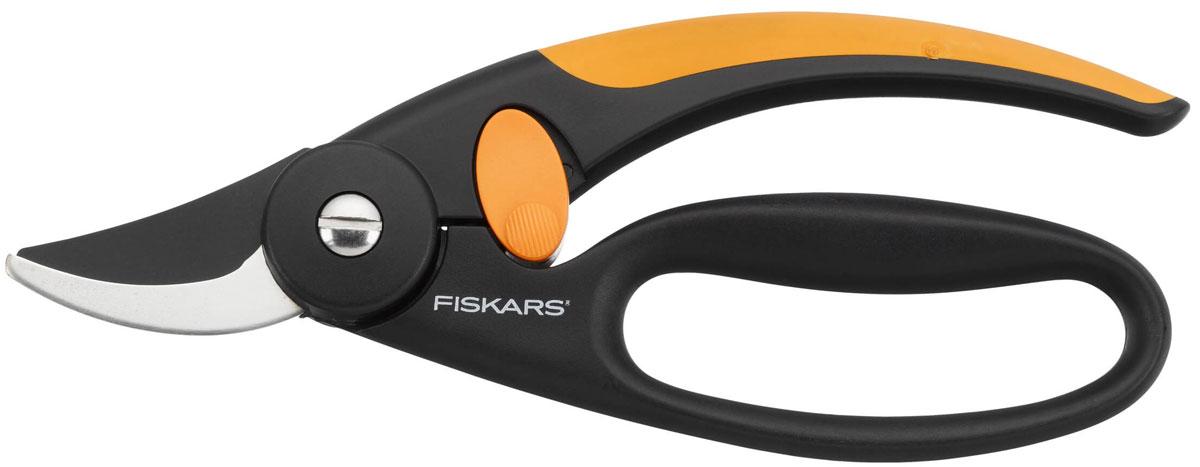 Секатор Fiskars Quality плоскостной, 20 см111440Плоскостной секатор Fiskars Quality идеально подходит для обрезки молодых зеленых деревьев и кустов. Изогнутые лезвия соединяются друг с другом так же, как лезвия ножниц. Процесс срезания точный и уменьшает давление, которое может повредить дерево. Особенности плоскостного секатора Fiskars Quality: снижает давление на руку, амортизирует отдачу на руку и пальцы при резке подходит для свежей древесины, для обрезки веток до 16 мм в диаметре позволяет резать вплотную к стволу безопасный захват эргономичный дизайн нескользящая рукоятка свободная петля для четырех пальцев тефлоновое покрытие лезвий блокирующий механизм. Характеристики: Общая длина секатора: 20 см. Длина лезвия: 5,5 см. Материал: нержавеющая сталь, полиамид. Производитель: Финляндия. Артикул: 111440. Компания Fiskars была основана в 1649 году в маленькой финской деревушке Фискарс. Сегодня Fiskars является мировым лидером по...