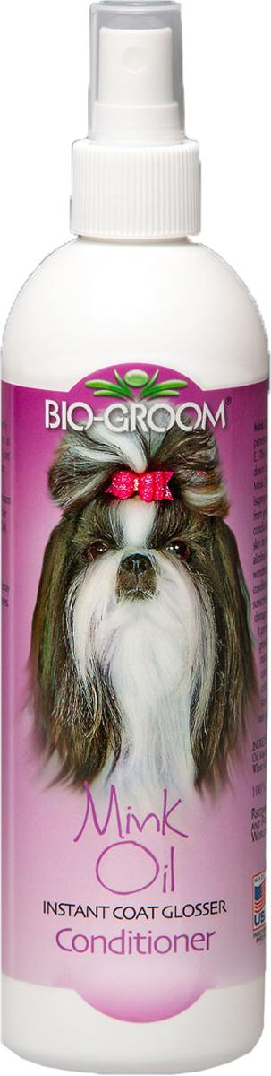 Спрей Bio-Groom Mink Oil с норковым маслом 355 мл0120710Bio-Groom Mink Oil спрей норковое масло для кошек и собак. Кондиционер для придания блеска защиты от солнца. Обогащенный витамином Е. Норковое масло придает волосам великолепный глубокий блеск и сияние, тщательно ухаживает за шерстью и кожей. Помогает здоровому развитию и росту волос, шерсть легко расчесывается и легко готовится к выставке. Как специальная защита от вредного воздействия солнечных лучей предотвращает выцветание, высушивание и ломкость шерсти. Питает волос. Не липкий, не жирный, упаковка не под давлением. Инструкция по применению: Нанести аккуратно небольшое количество Mink Oil на шерсть. Расчесать. Для интенсивного ухода за травмированной переработанной шерстью - разведите 1 часть Mink Oil в 4-х частях теплой воды. Вотрите раствор в шерсть, затем аккуратно смойте теплой водой, обеспечивая глубокое проникновение в кожу и шерсть. Вымойте животное с помощью Bio-Groom шампуня перед шоу или когда обработка закончена.Не разбрызгивать около открытого огня. Не допускать попадания в глаза. Держать в недоступных для маленьких детей местах. .Объём 355 мл.