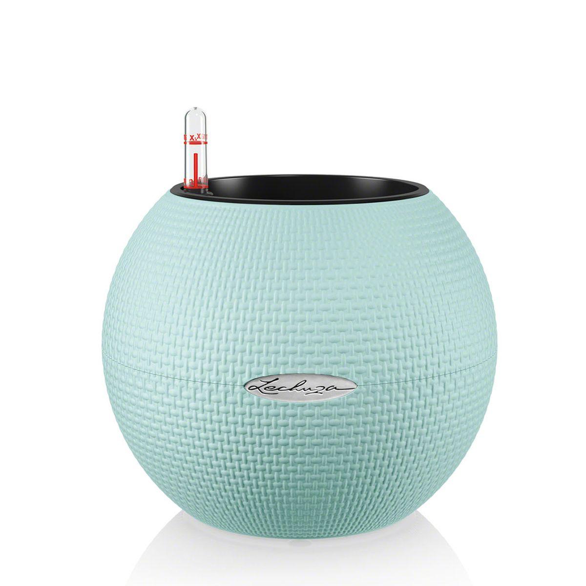 Кашпо Lechuza Color Puro, с системой автополива, цвет: голубой, диаметр 20 см13361Круглое кашпо Lechuza Color Puro, выполненное из высококачественного пластика, имеет уникальную систему автополива, благодаря которой корневая система растения непрерывно снабжается влагой из резервуара. Уровень воды в резервуаре контролируется с помощью специального индикатора. В зависимости от размера кашпо и растения воды хватает на 2-12 недель. Это способствует хорошему росту цветов и предотвращает переувлажнение. В набор входит: кашпо, внутренний горшок, индикатор уровня воды, резервуар для воды. Внутренний горшок, оснащенный выдвижными ручками, обеспечивает: - легкую переноску даже высоких растений; - легкую смену растений; - можно также просто убрать растения на зиму; - винт в днище позволяет стечь излишней дождевой воде наружу. Кашпо Lechuza Color Puro прекрасно впишется в интерьер больших холлов, террас ресторанов и уютных гостиных. Изделие поможет расставить нужные акценты и придаст помещению вид, соответствующий...